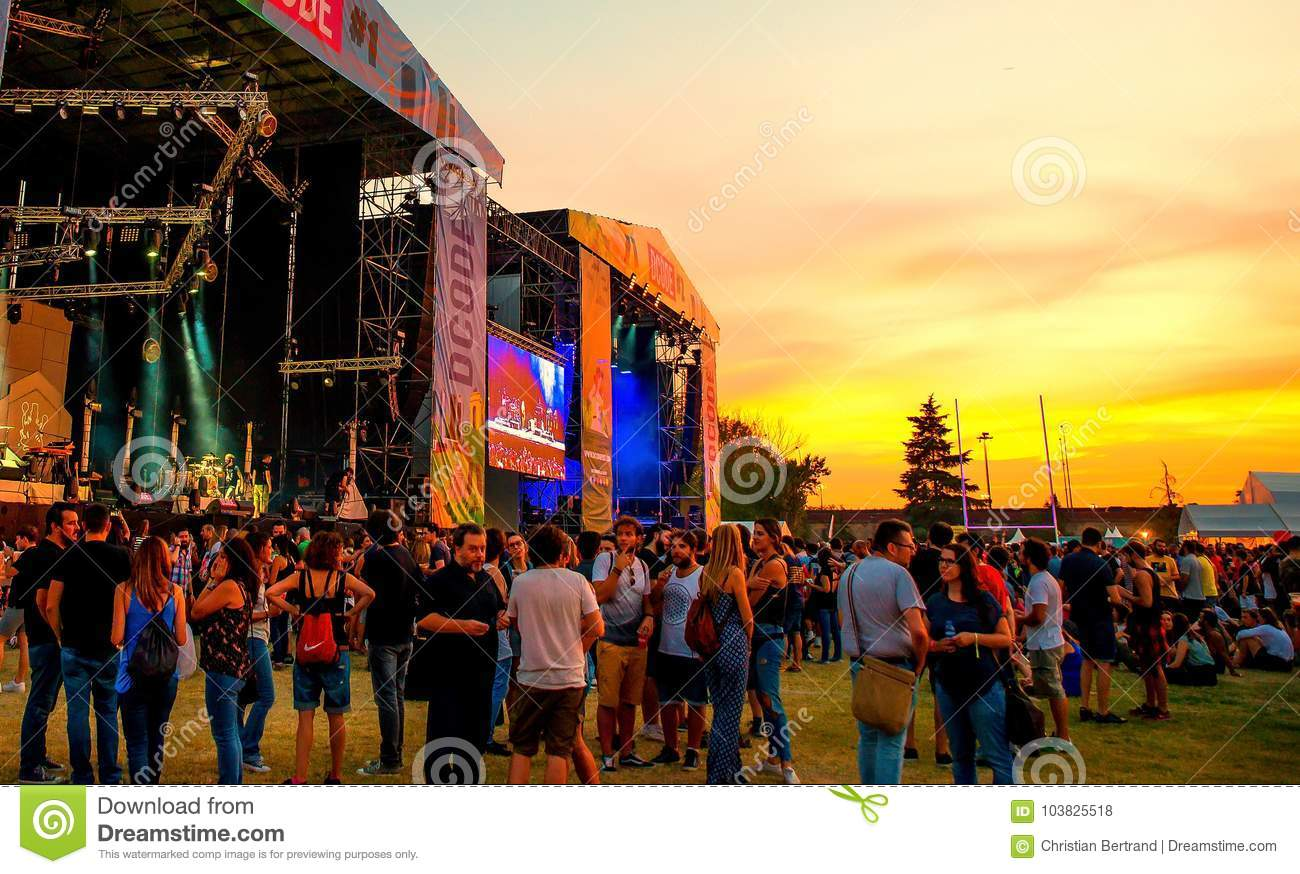 The crowd in a concert at Dcode Music Festival