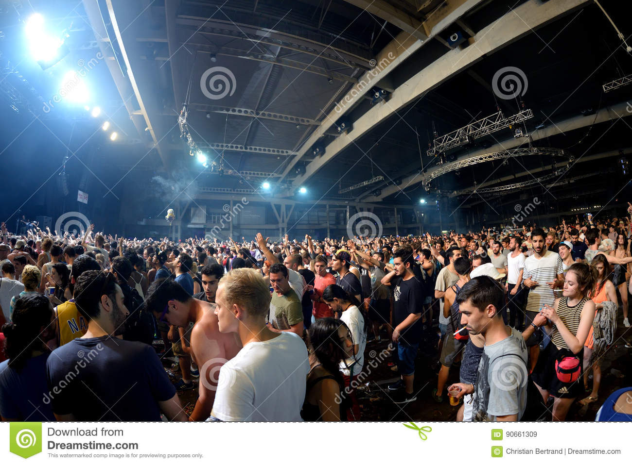 Crowd dance in a concert at Sonar Festival