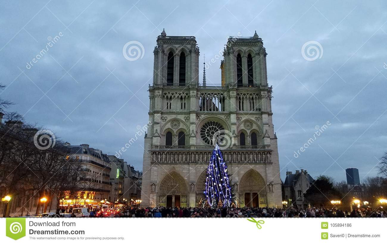 Crowd In Front Of The Notre-Dame Cathedral Editorial Photo - Image ...