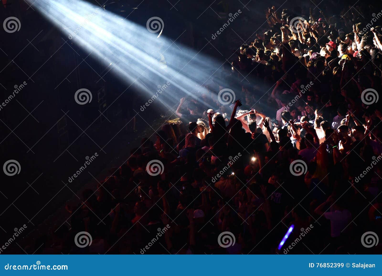 приходилось дух женщин имеет толпа хотите