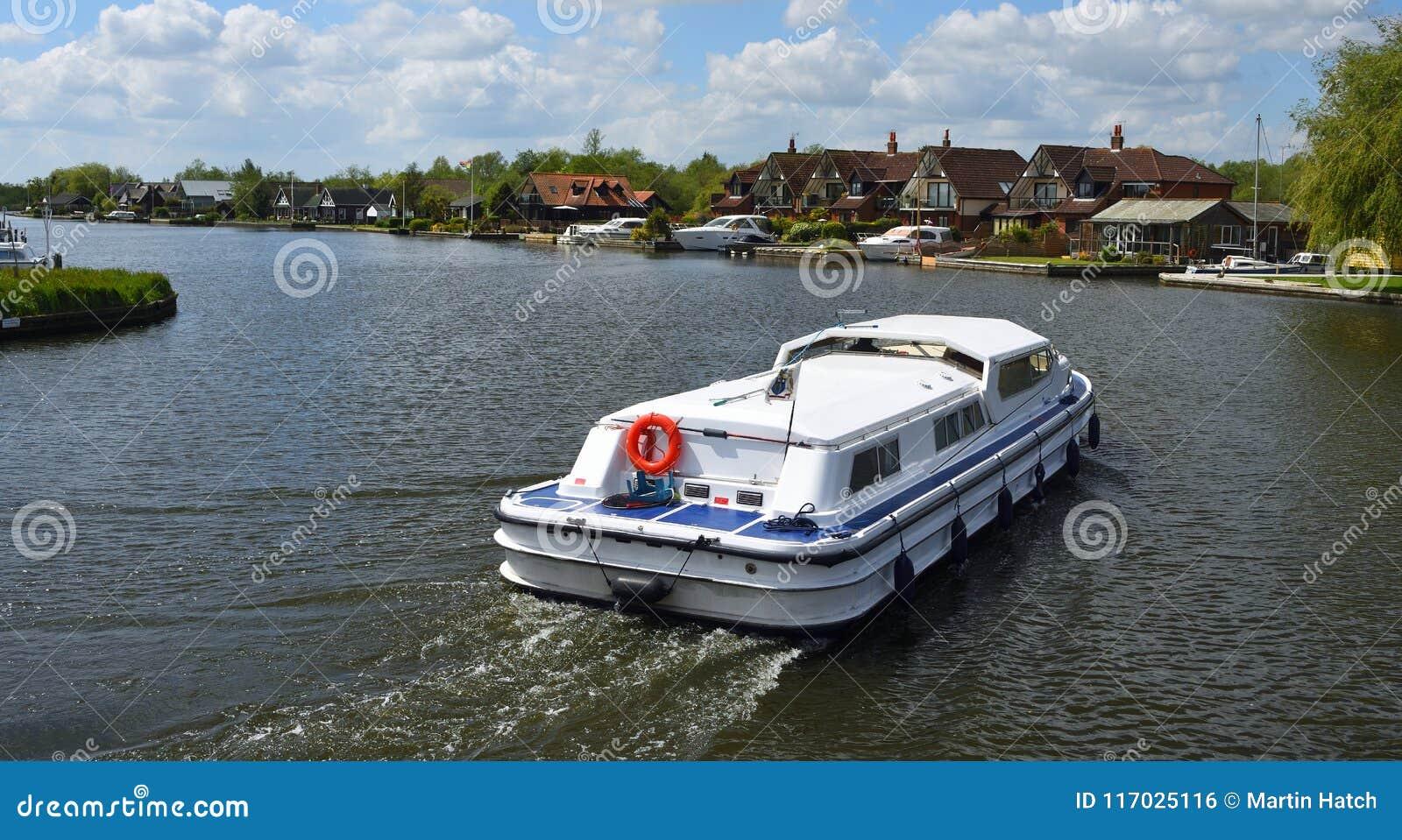 Crucero de Broads en el río Bure en Horning