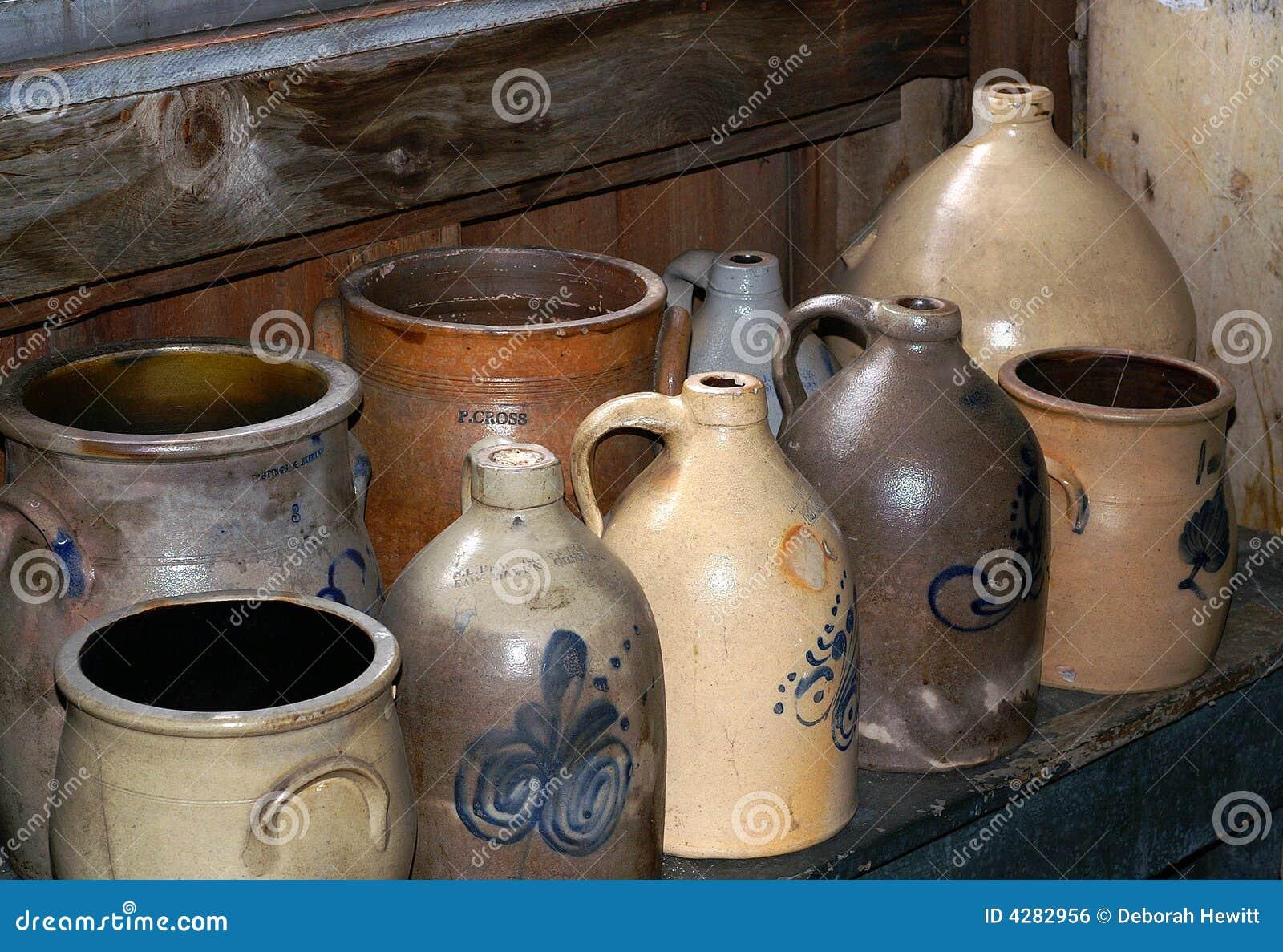 Cruches antiques de grès