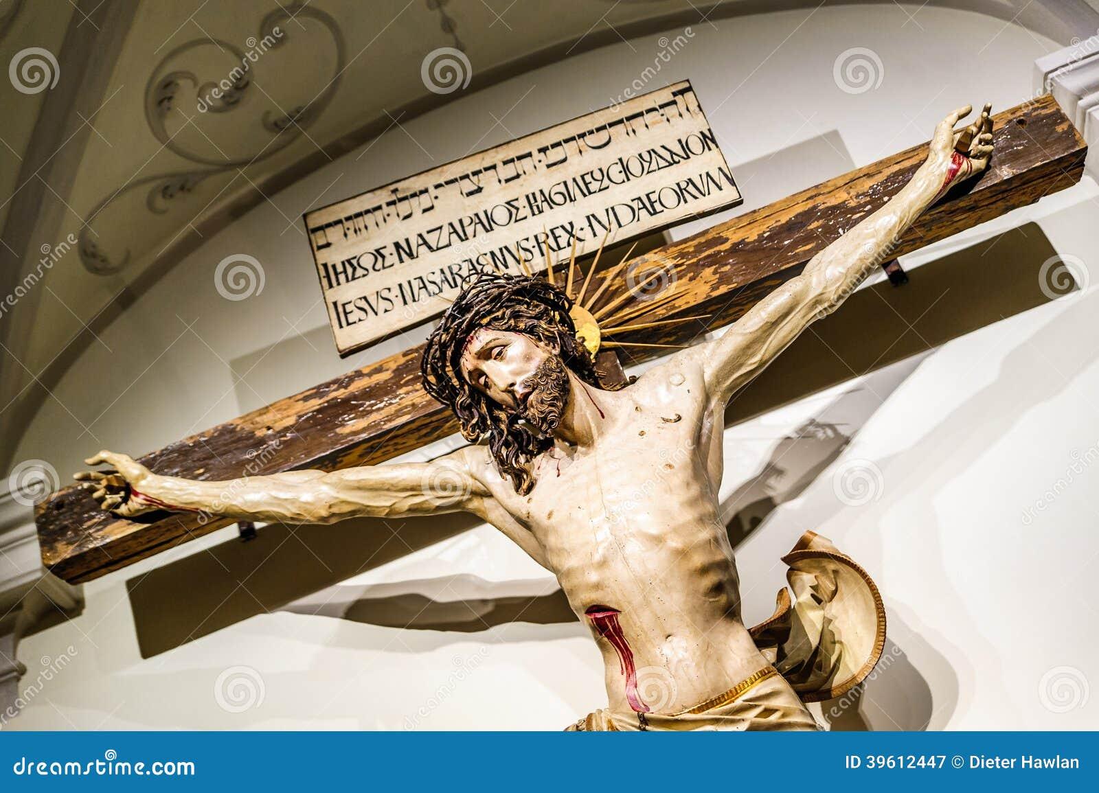 Crucificação de Jesus Christ dentro de uma abadia