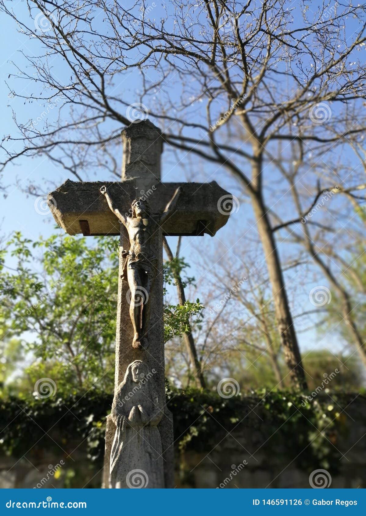 Crucifix dans le cimetière