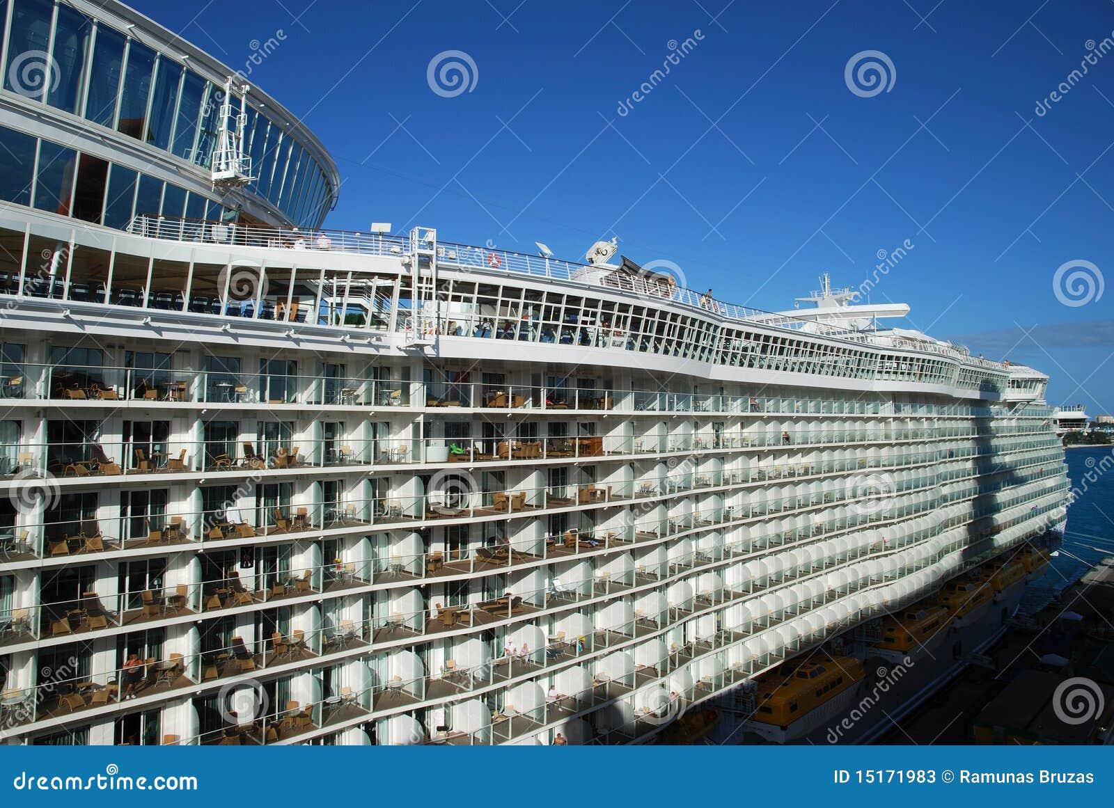 Cruise Giant