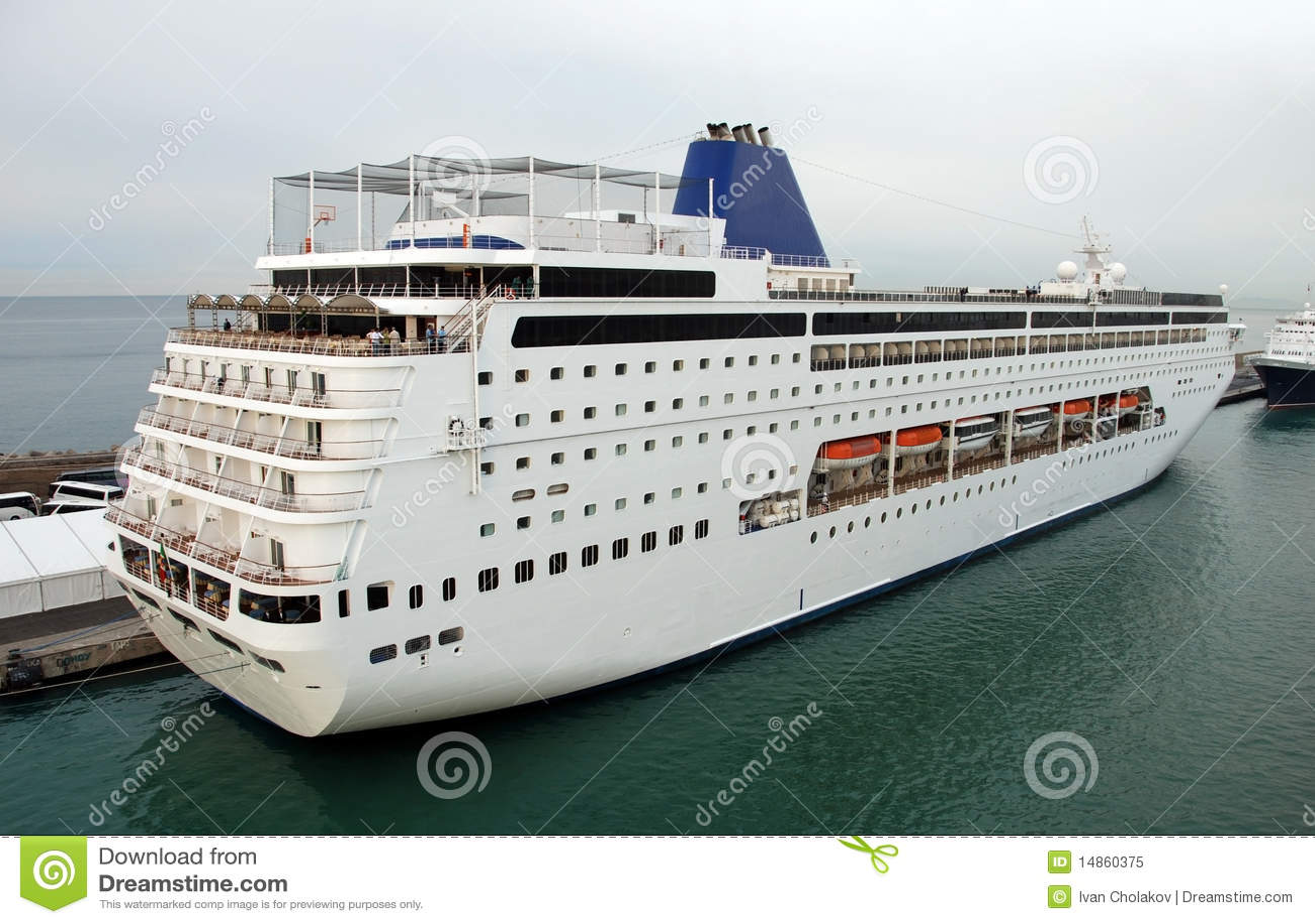 Cruise ship departing