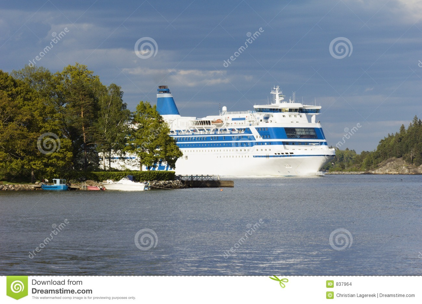 Cruise-ship between islands