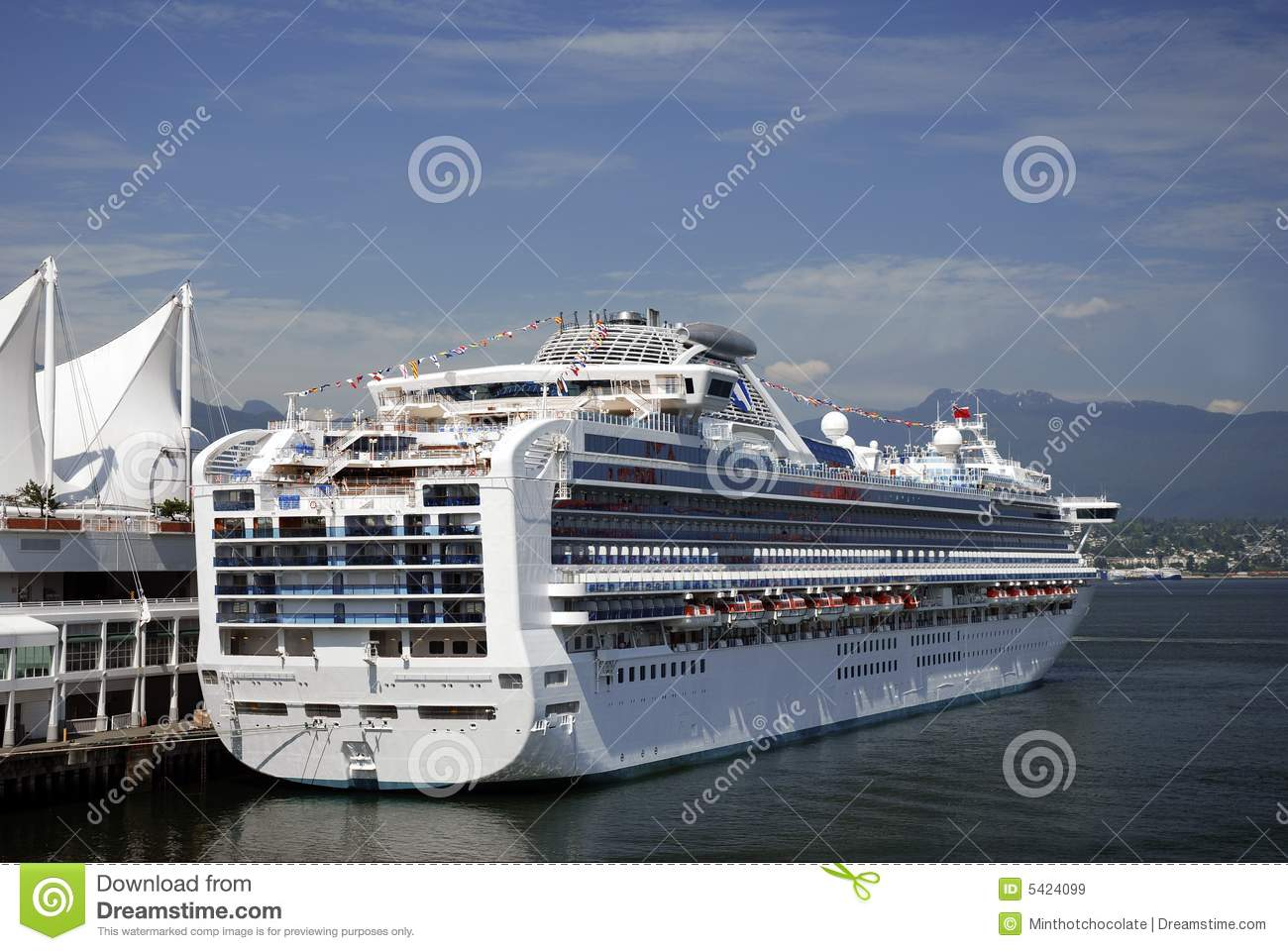 Cruise Ship Leaving Vancouver Royalty Free Stock Images