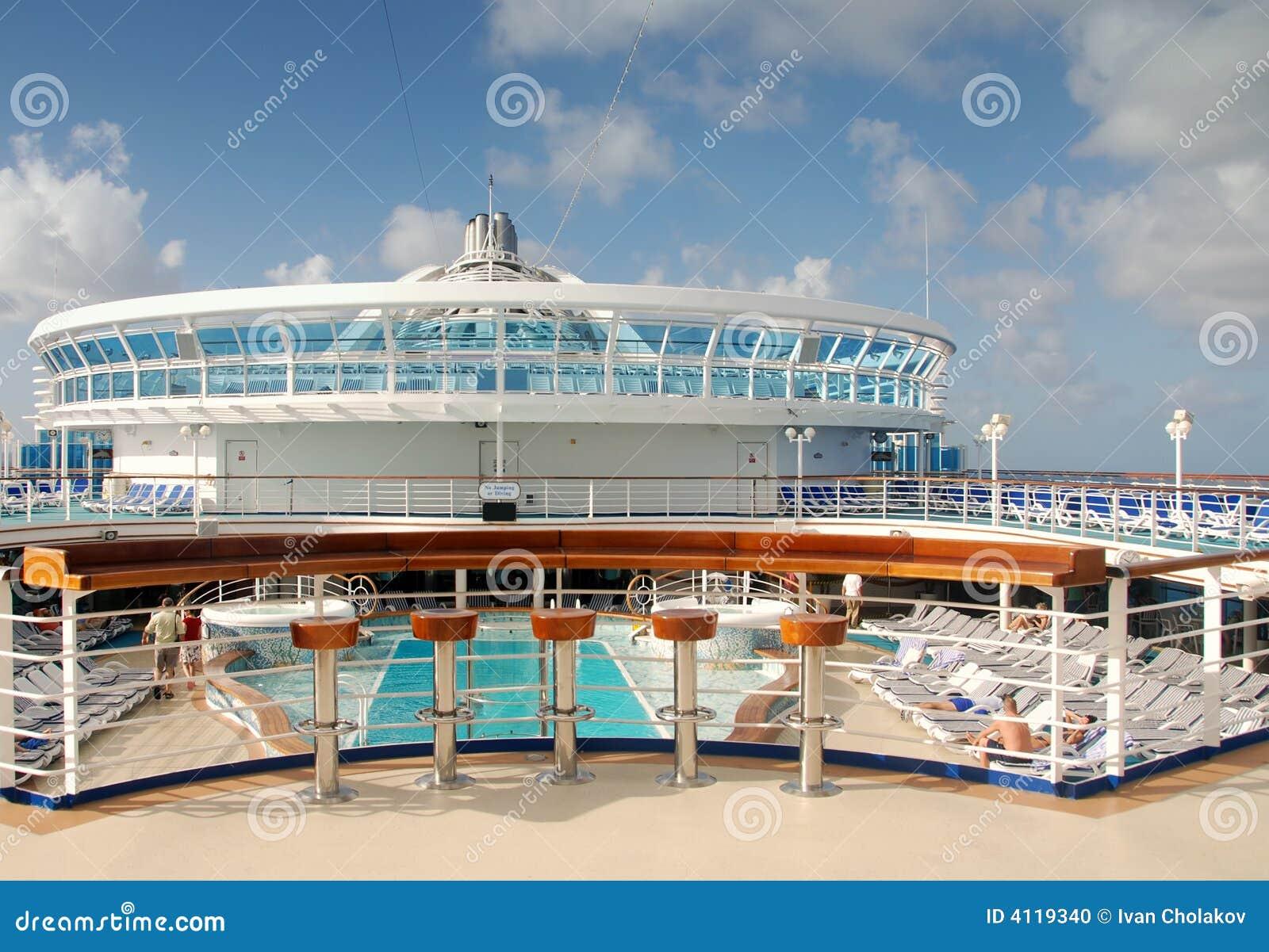 Cruise ship pool