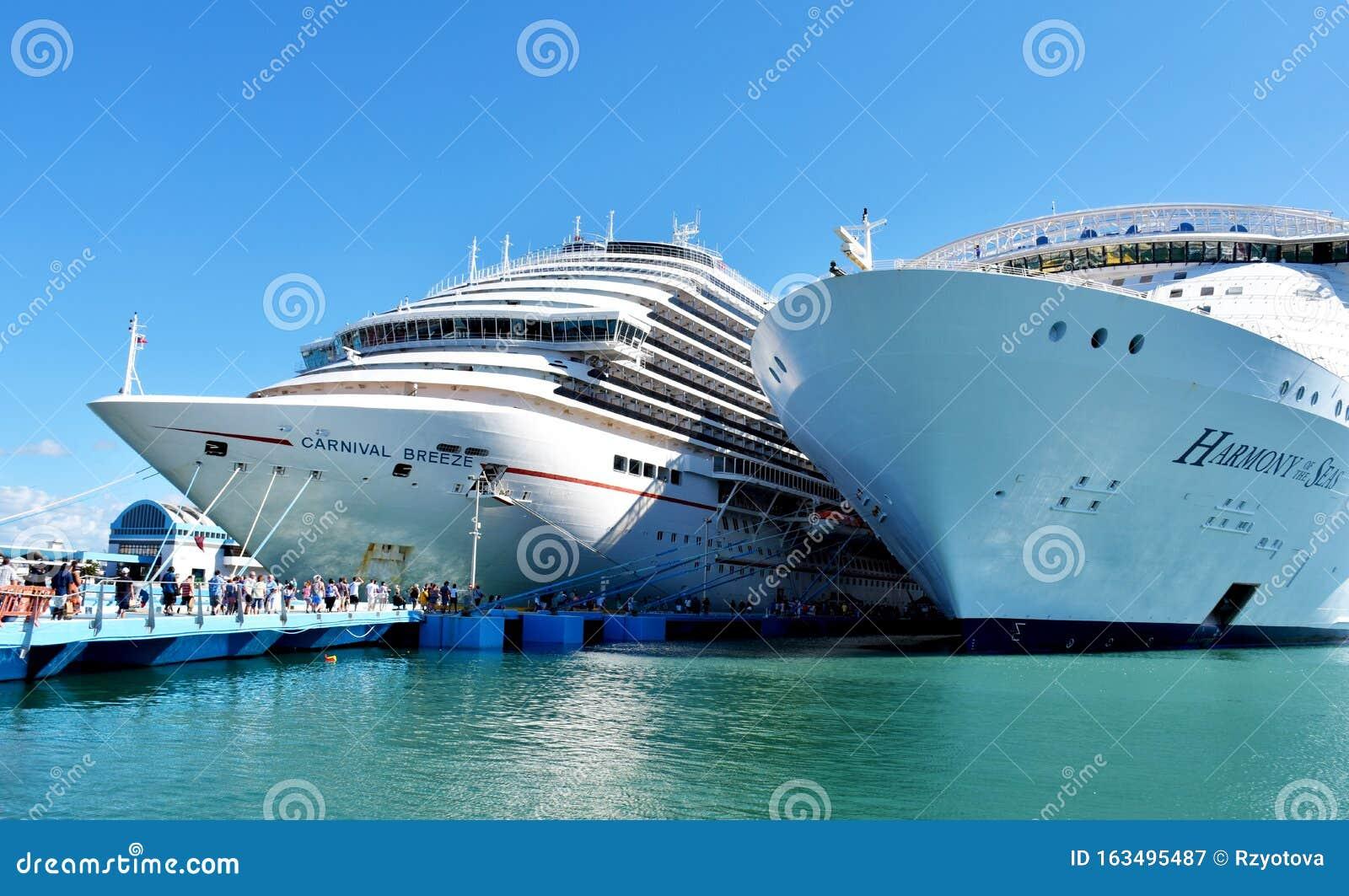 Cruise Ships Docket At San Juan, Puerto Rico Editorial ...