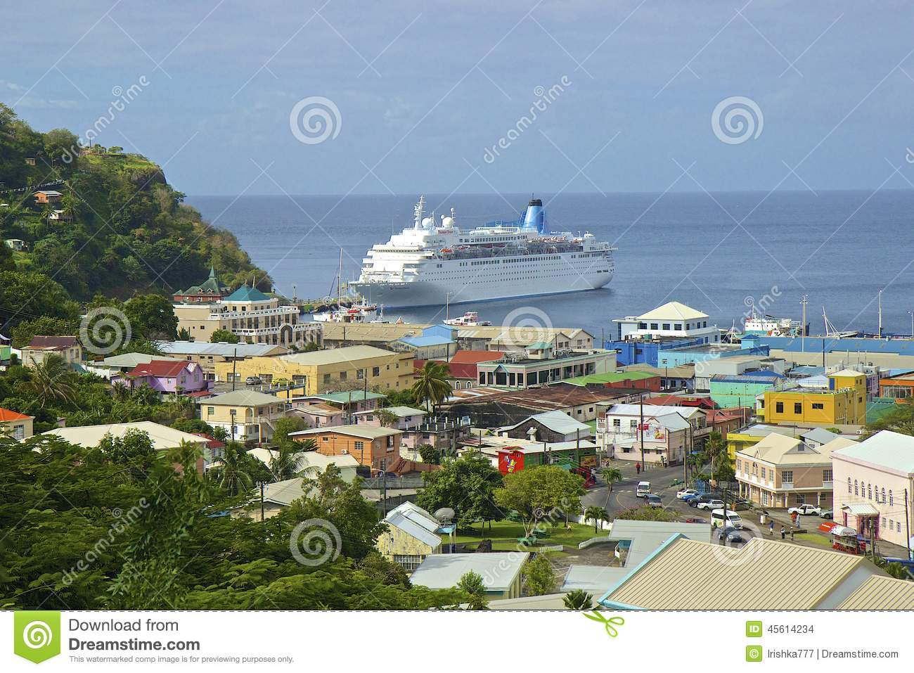 Cruiseschip in Kingstown-haven in St Vincent