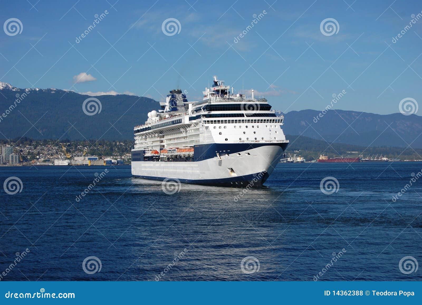 Cruiseship Leaving Vancouver Royalty Free Stock Photos