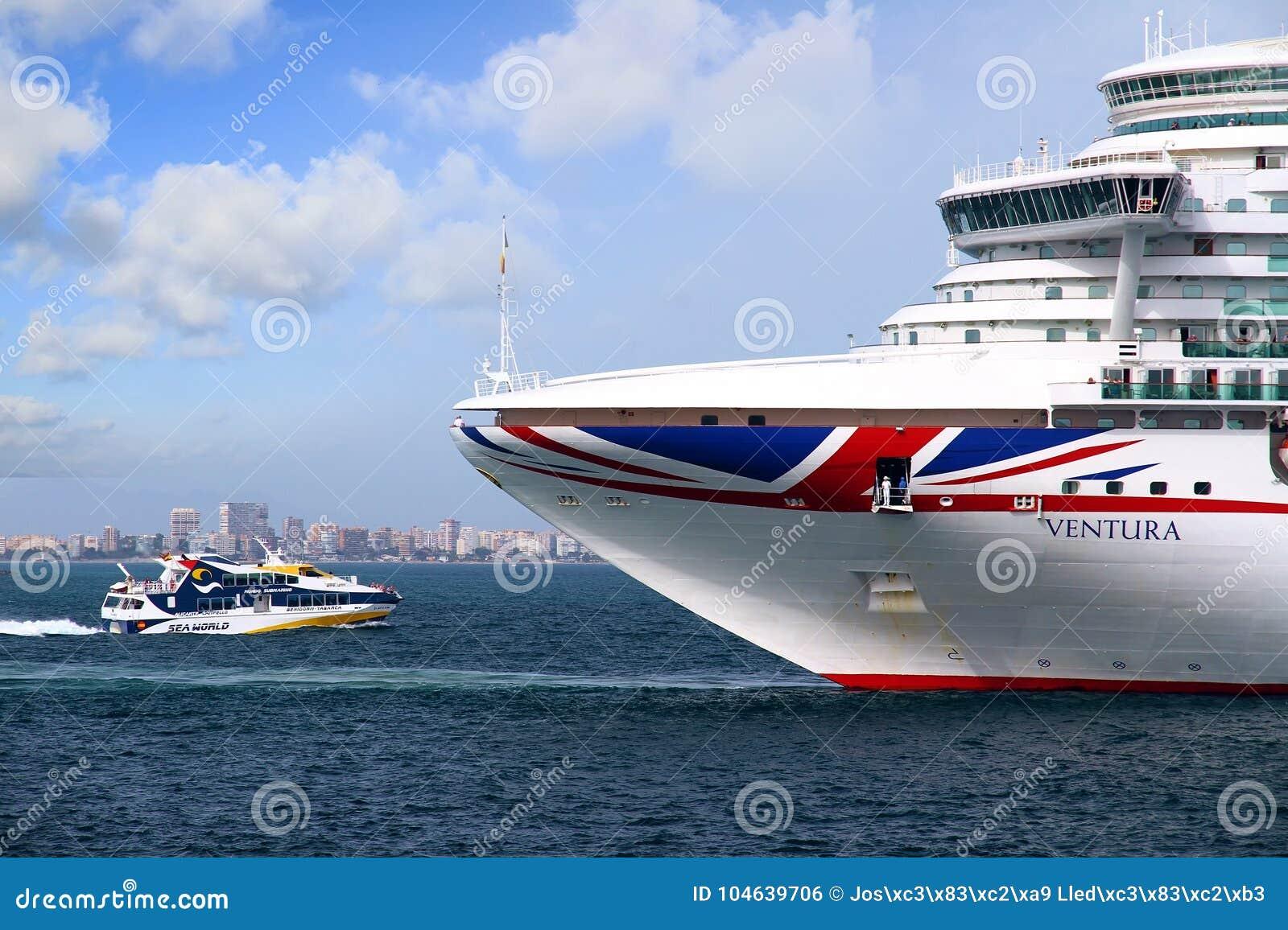 Download Cruiseship Ventura Die De Haven Van Alicante Met De Proefsnijdersboot Verlaten Redactionele Foto - Afbeelding bestaande uit anker, radar: 104639706