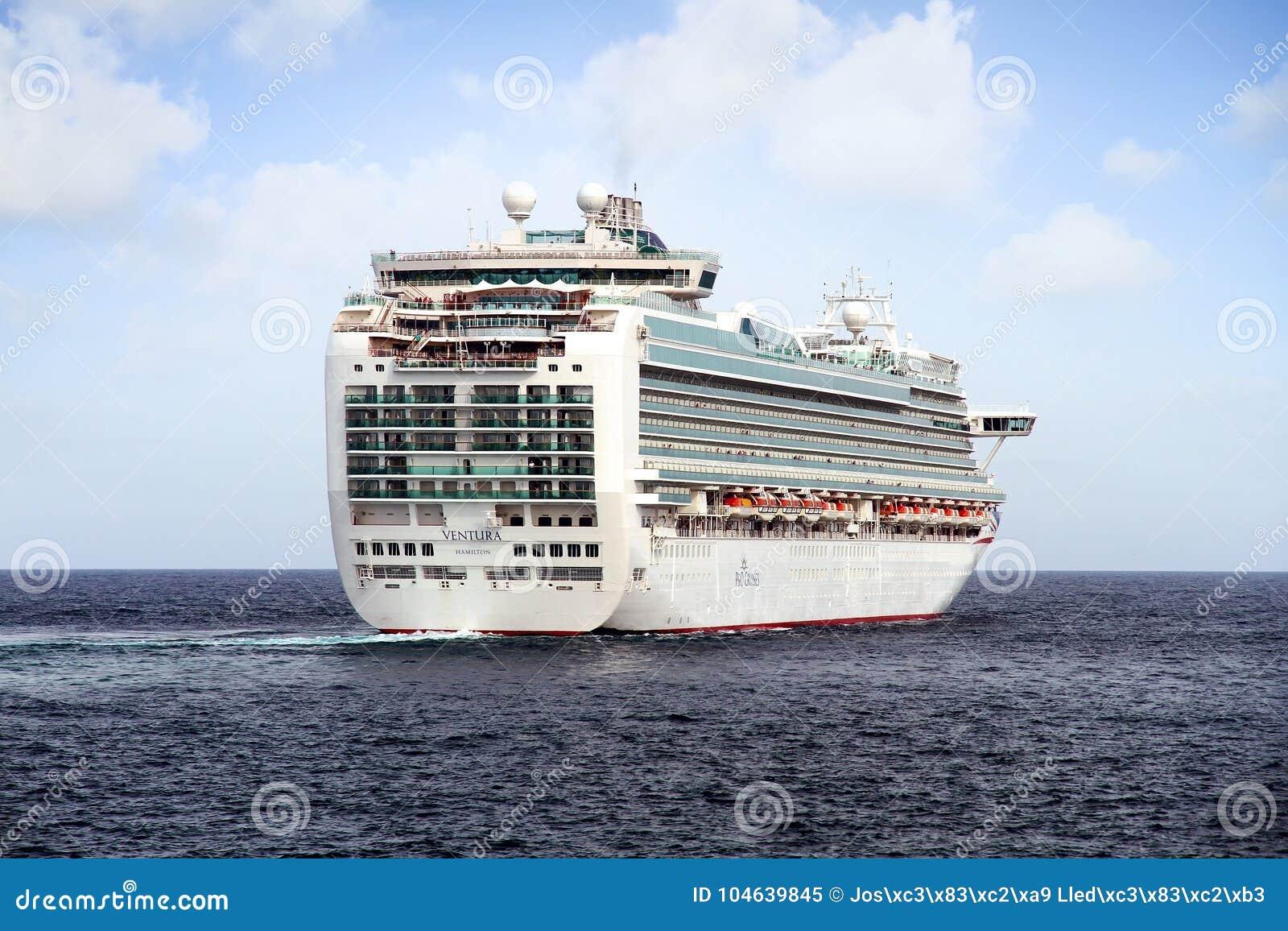 Download Cruiseship Ventura Die De Haven Van Alicante Met De Proefsnijdersboot Verlaten Redactionele Afbeelding - Afbeelding bestaande uit bedrijf, slokdarm: 104639845