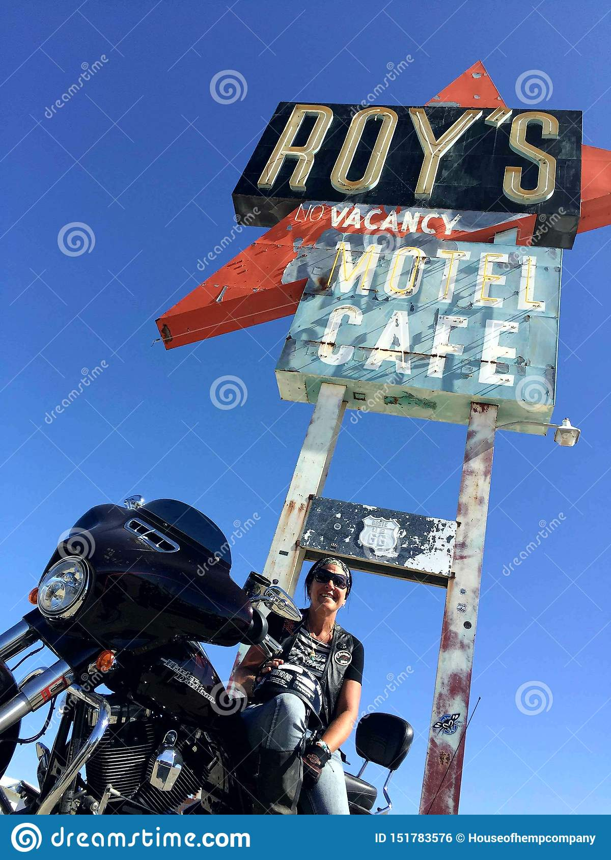 Cruising route 66 @ Roy`s cafe