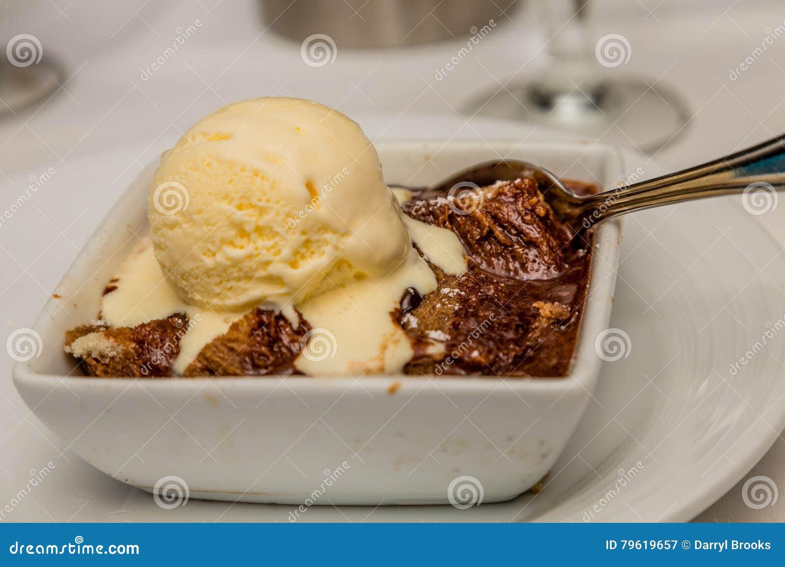 Crumble do chocolate com creme de Vanilla Ice