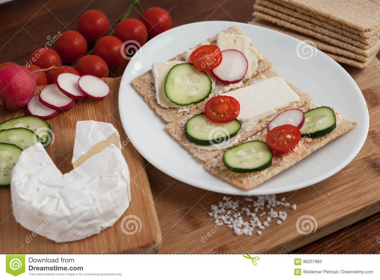 Crunchy cereal bread with vegetables