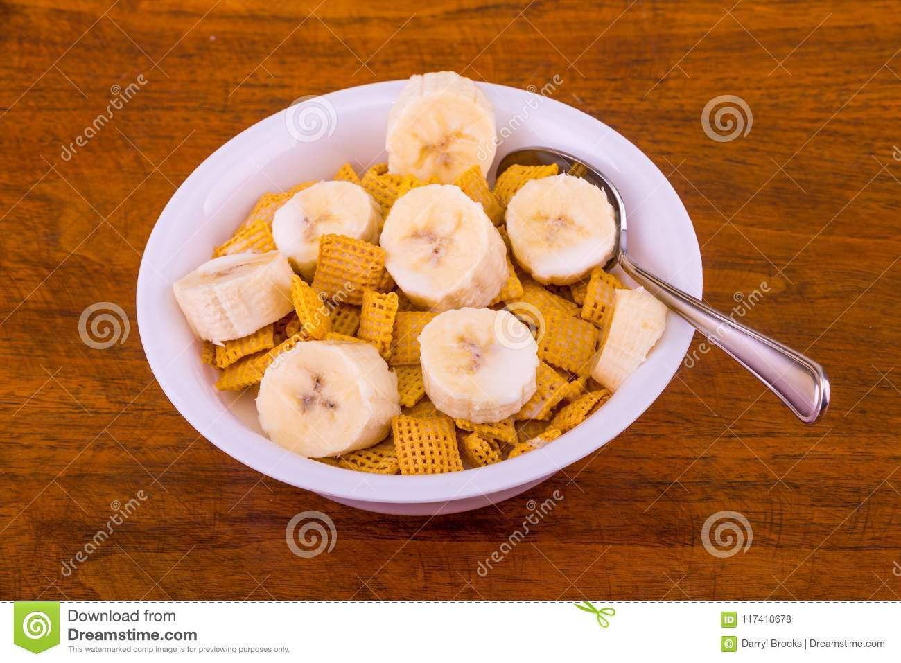 Crunchy Corn Cereal with Bananas and Milk