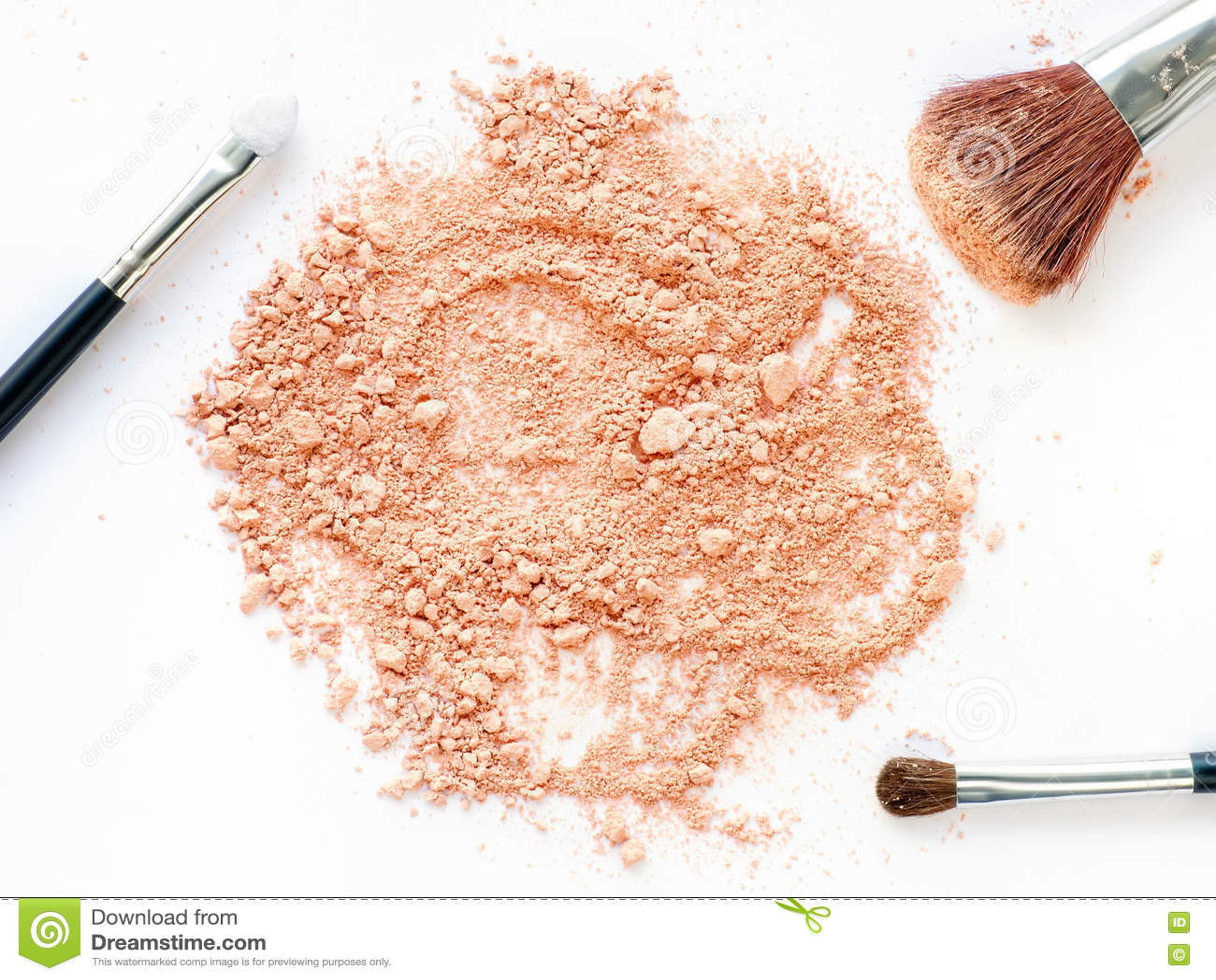 Crushed powder with make-up brushes