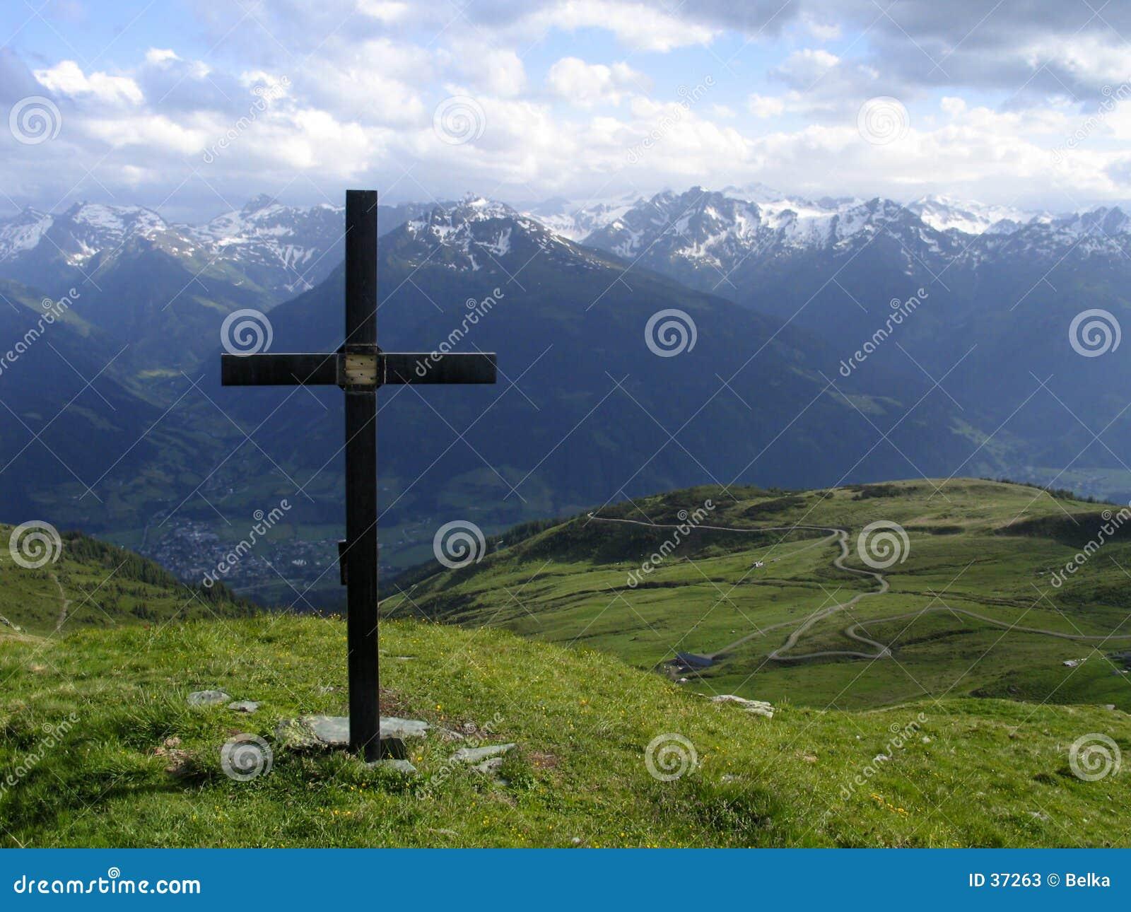 Download Cruz imagen de archivo. Imagen de cubo, nube, verde, montaña - 37263