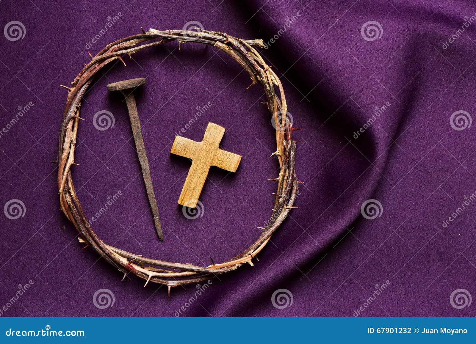 Cruz cristã, prego e a coroa de espinhos de Jesus Christ