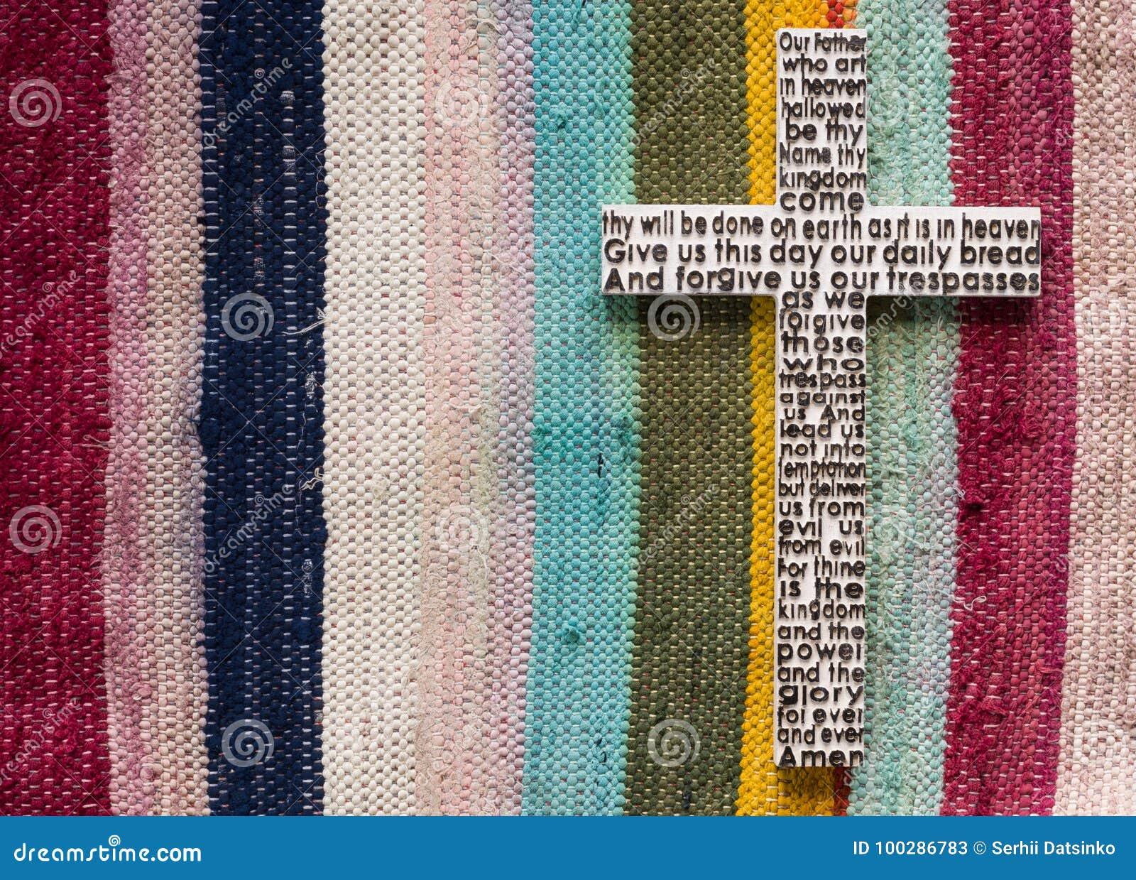 Cruz De Madera Blanca Con El Rezo Del ` S Del Señor En Encendido El ...