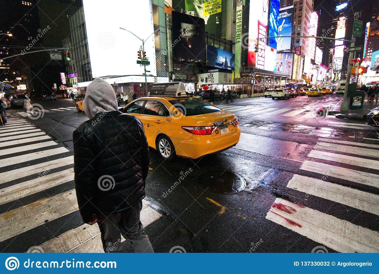 Cruz de New York na noite