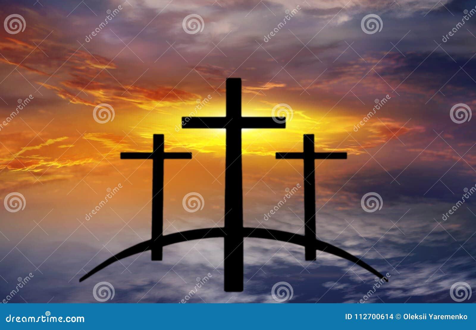 Cruz do ` s do deus Luz no céu escuro Fundo da religião