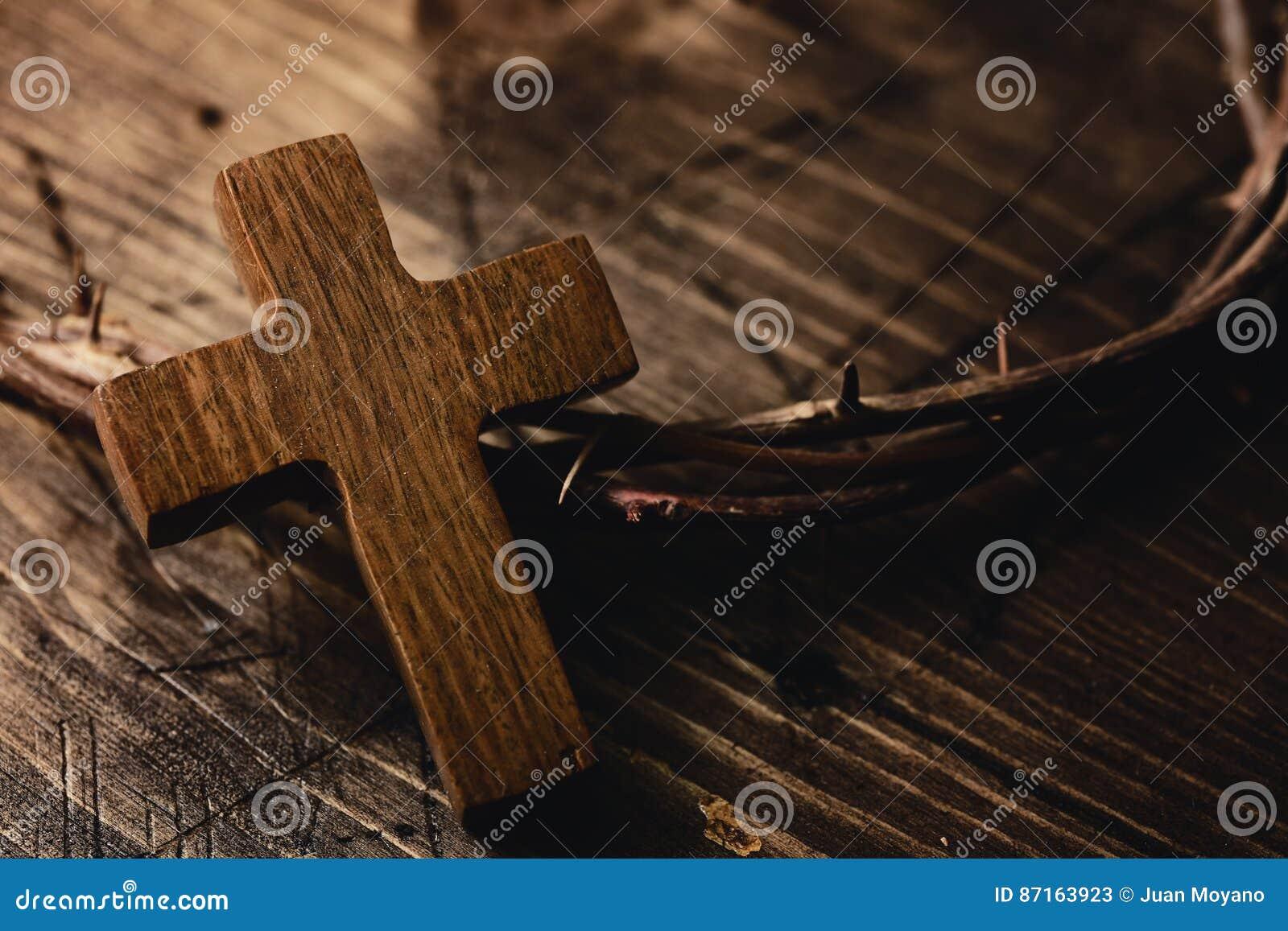 Cruz e coroa de espinhos de Jesus Christ