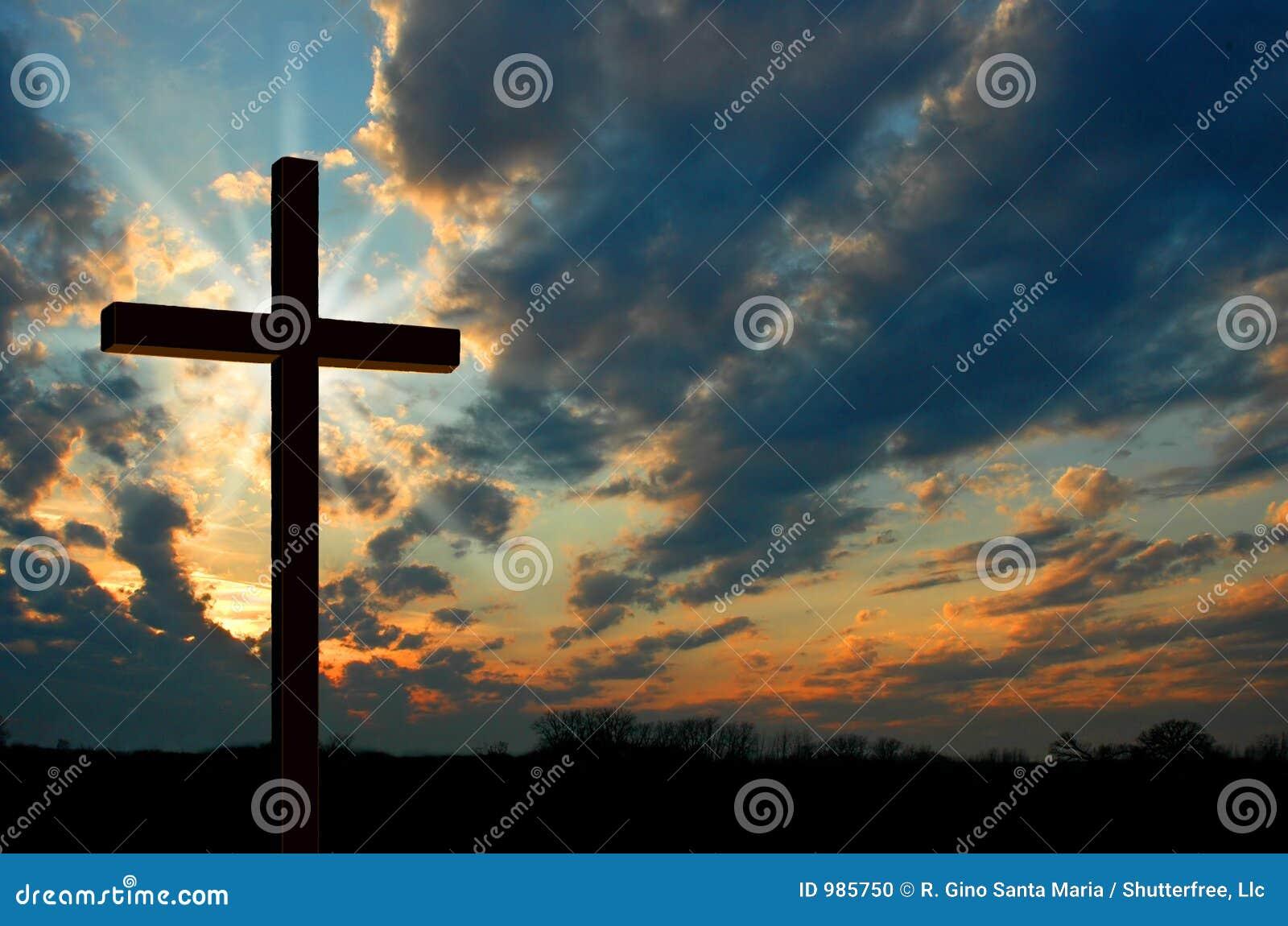 Cruz en la puesta del sol