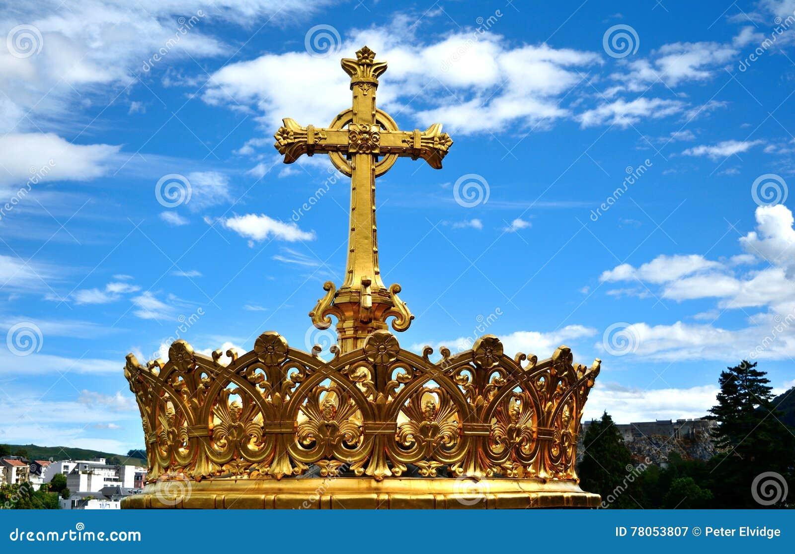 Cruz Santa De La Iglesia Católica Contra El Cielo Azul Imagen de ...
