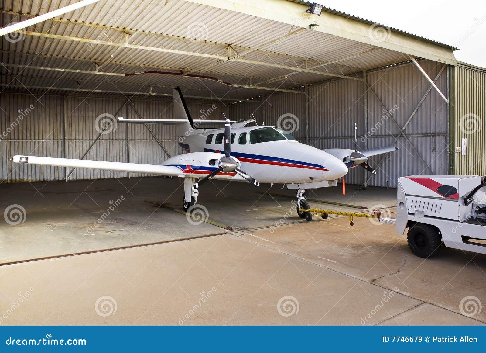 Cruzado de Cessna 303 estacionado