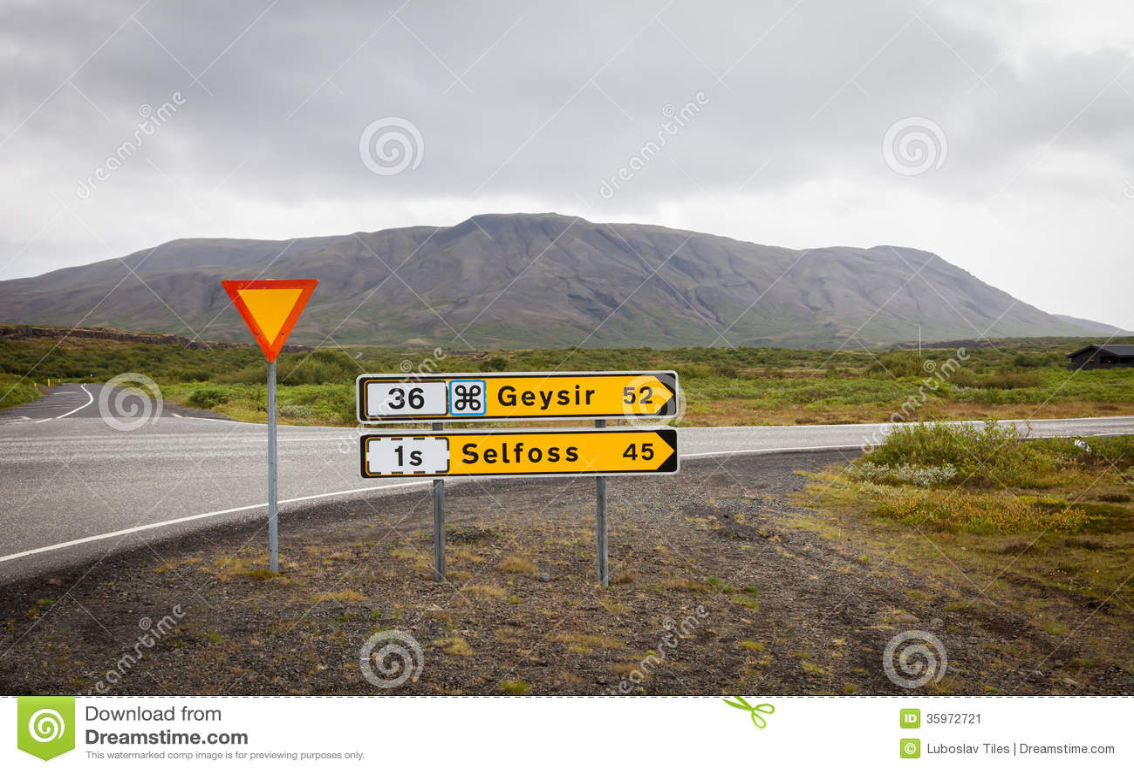Cruzando cerca de Pingvellir, Islandia del oeste
