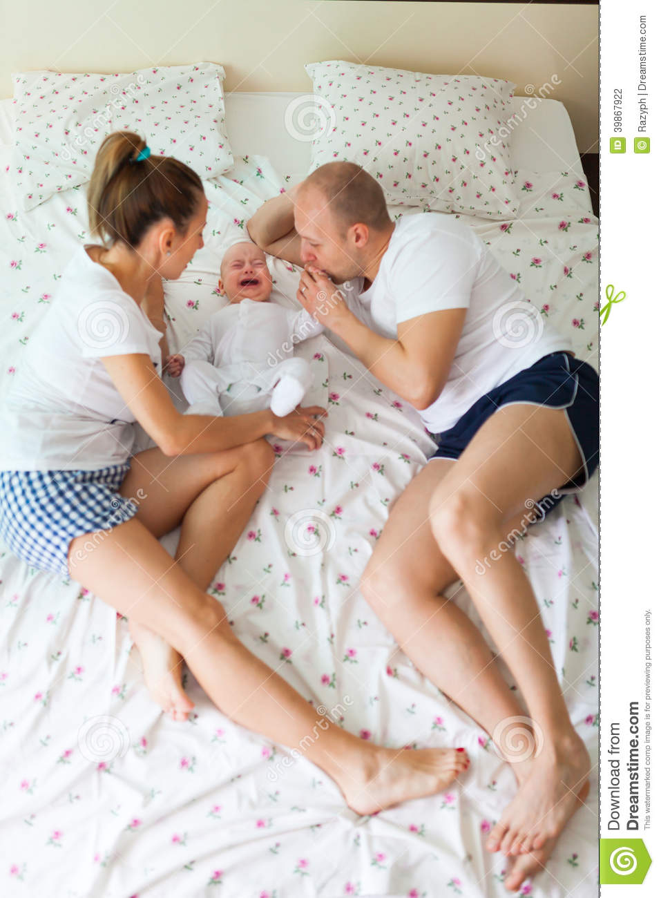 Baby bed with parents - Crying Baby With Parents
