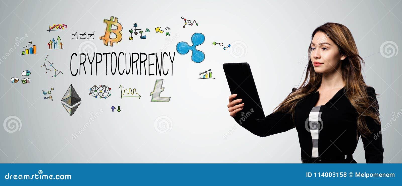 Cryptocurrency med kvinnan som rymmer en minnestavladator