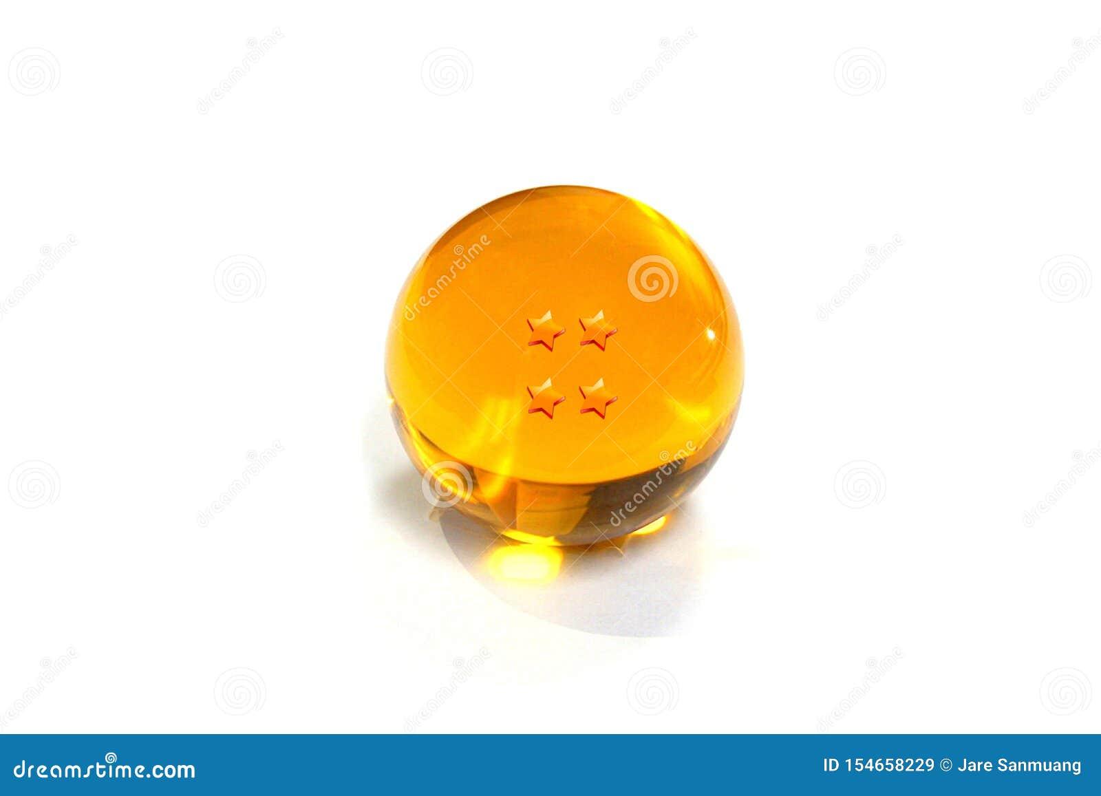 Crystal Ball en gros plan jaune avec quatre étoiles sur un fond blanc