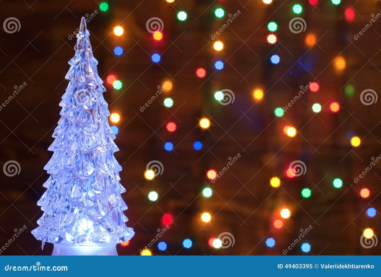 Download Crystal Christmas-Baum Belichtet Mit Einer Girlande Auf Dem Backgro Stockbild - Bild von nacht, schnee: 49403395