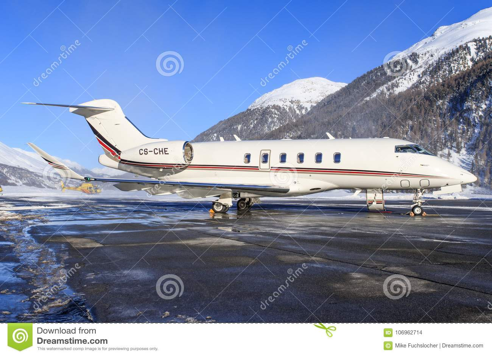 Cs-CHE - Bombardier Eiser 350 - NetJets