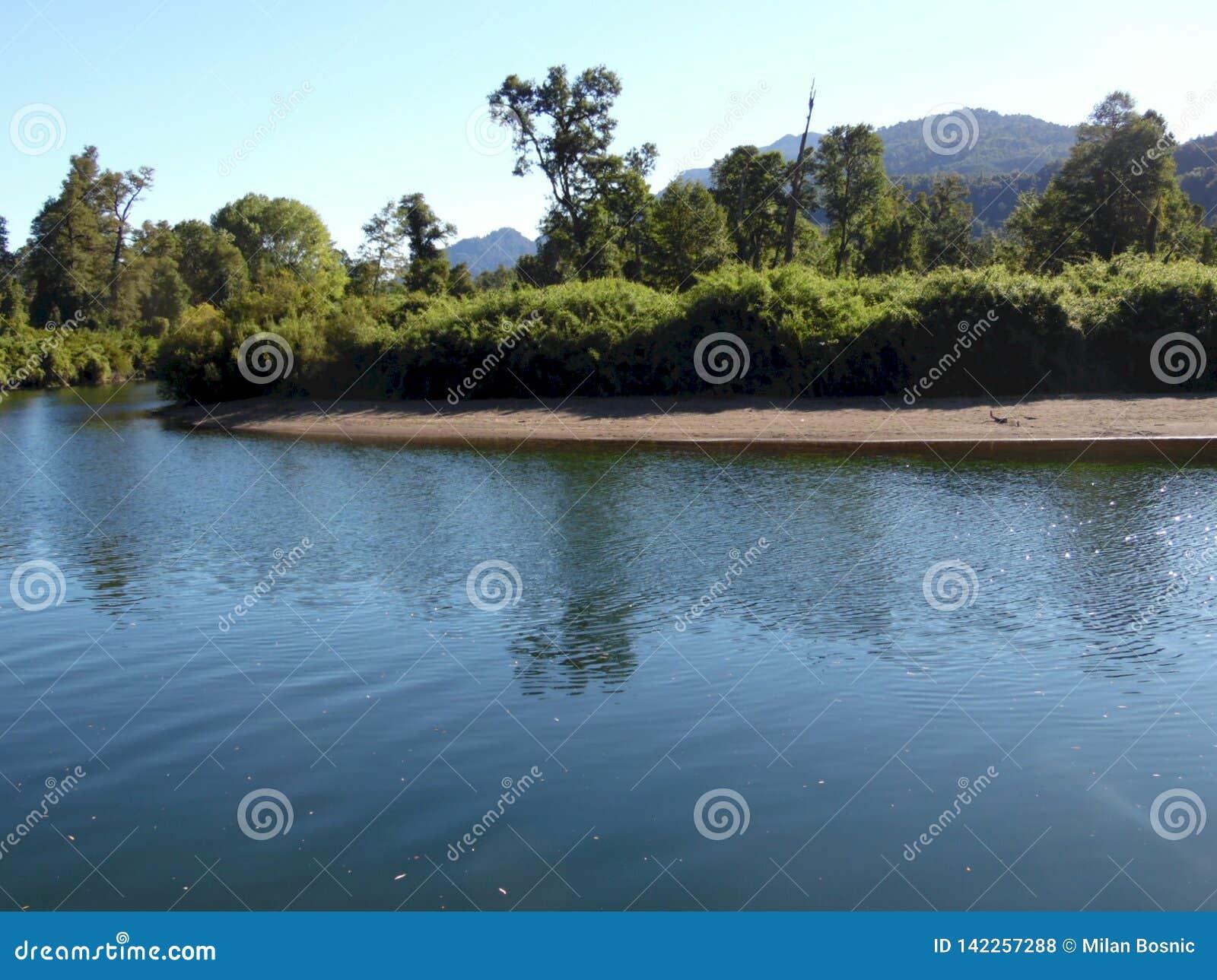 Cua Cua flod i söderna av Chil