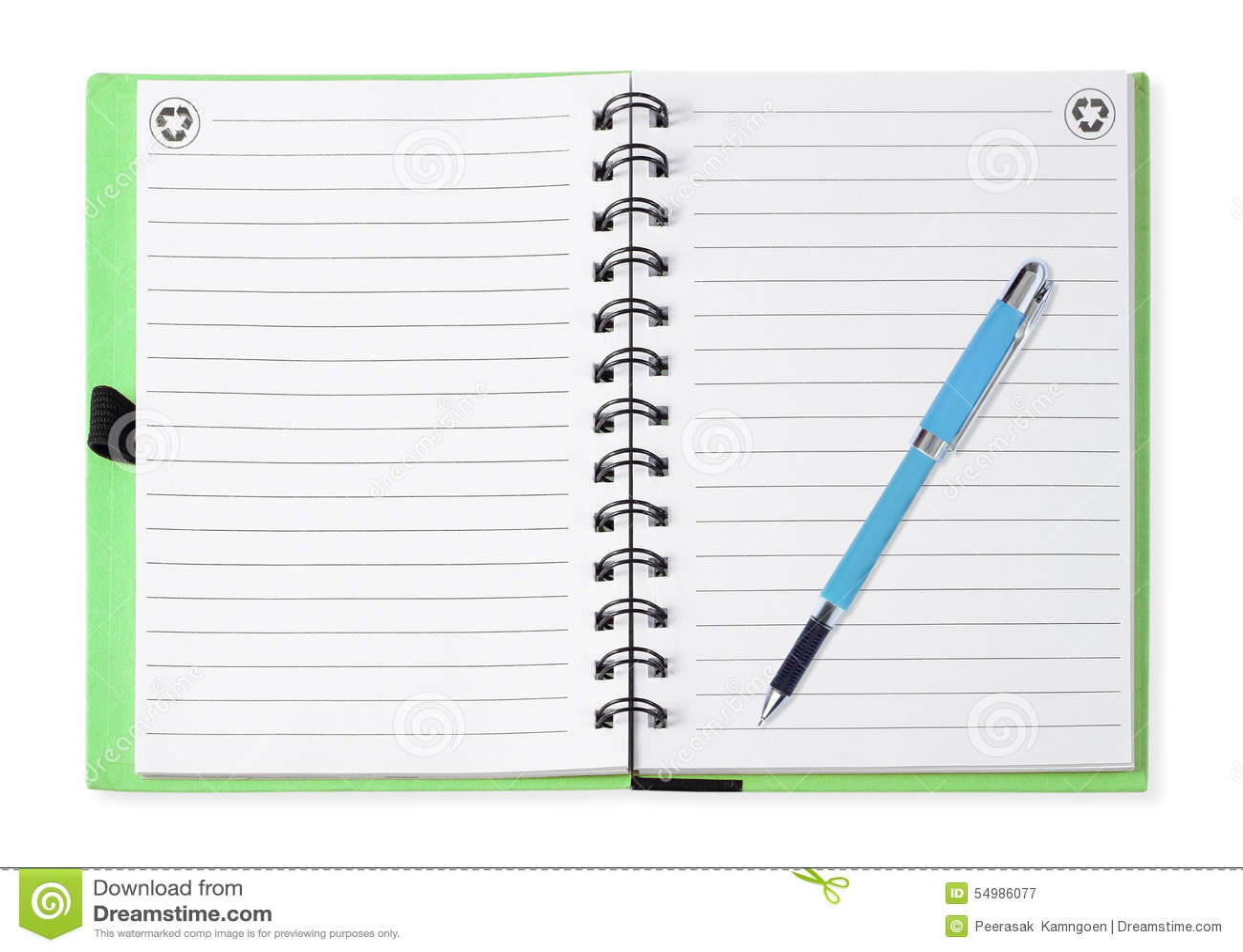 Cuaderno con la pluma azul, aislada en blanco