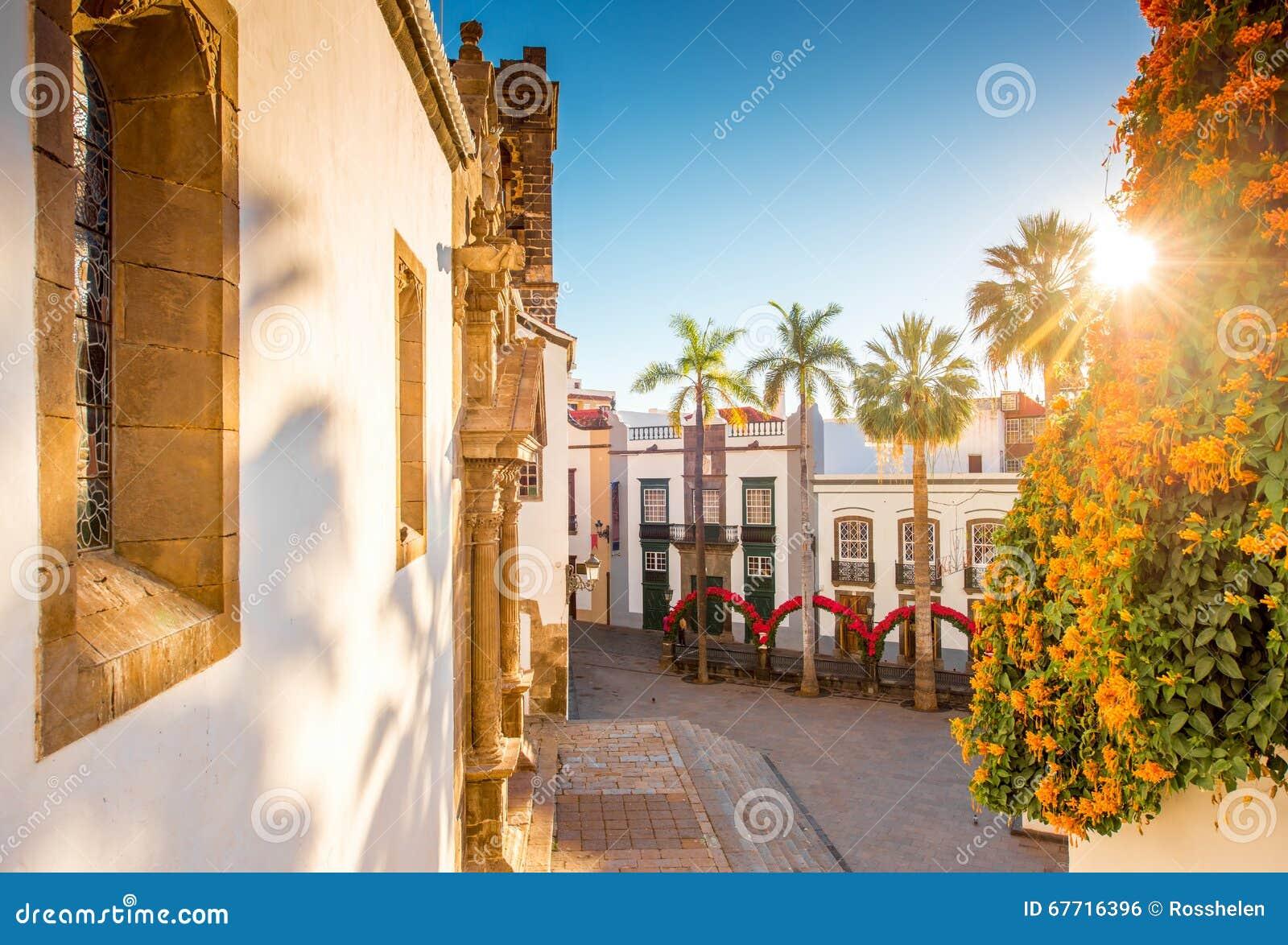 Cuadrado central en la ciudad vieja Santa Cruz de la Palma
