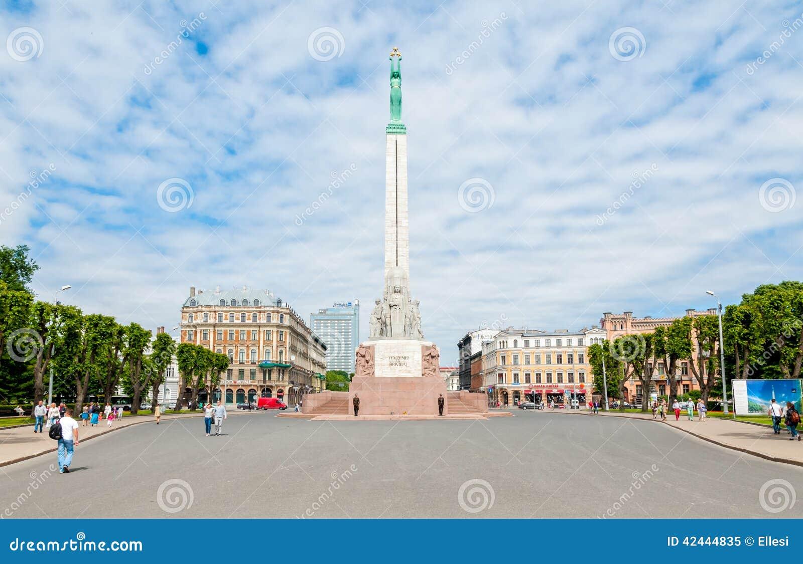 Cuadrado con el monumento de la libertad, Riga de la libertad