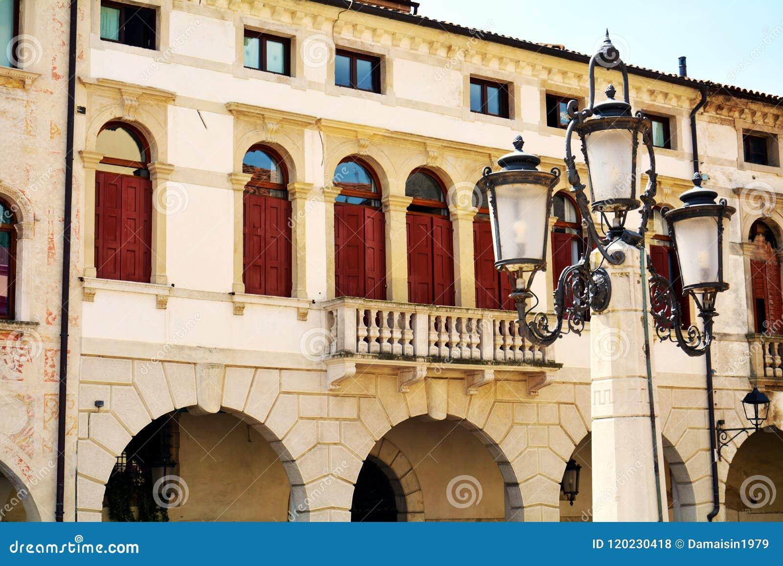 Cuadrado De Cima Terraza Lámpara Edificios Históricos En