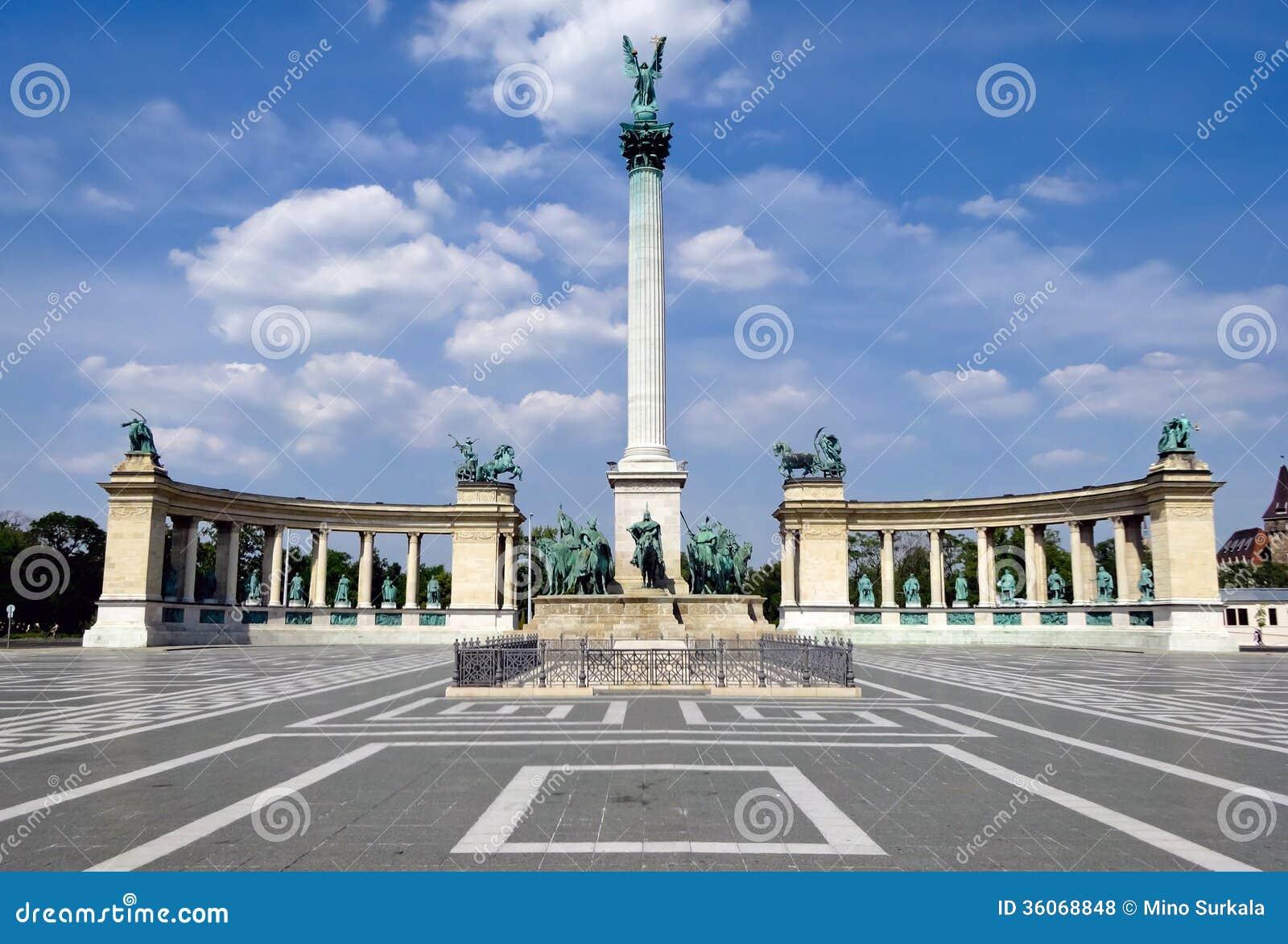 Cuadrado de los héroes en Budapest