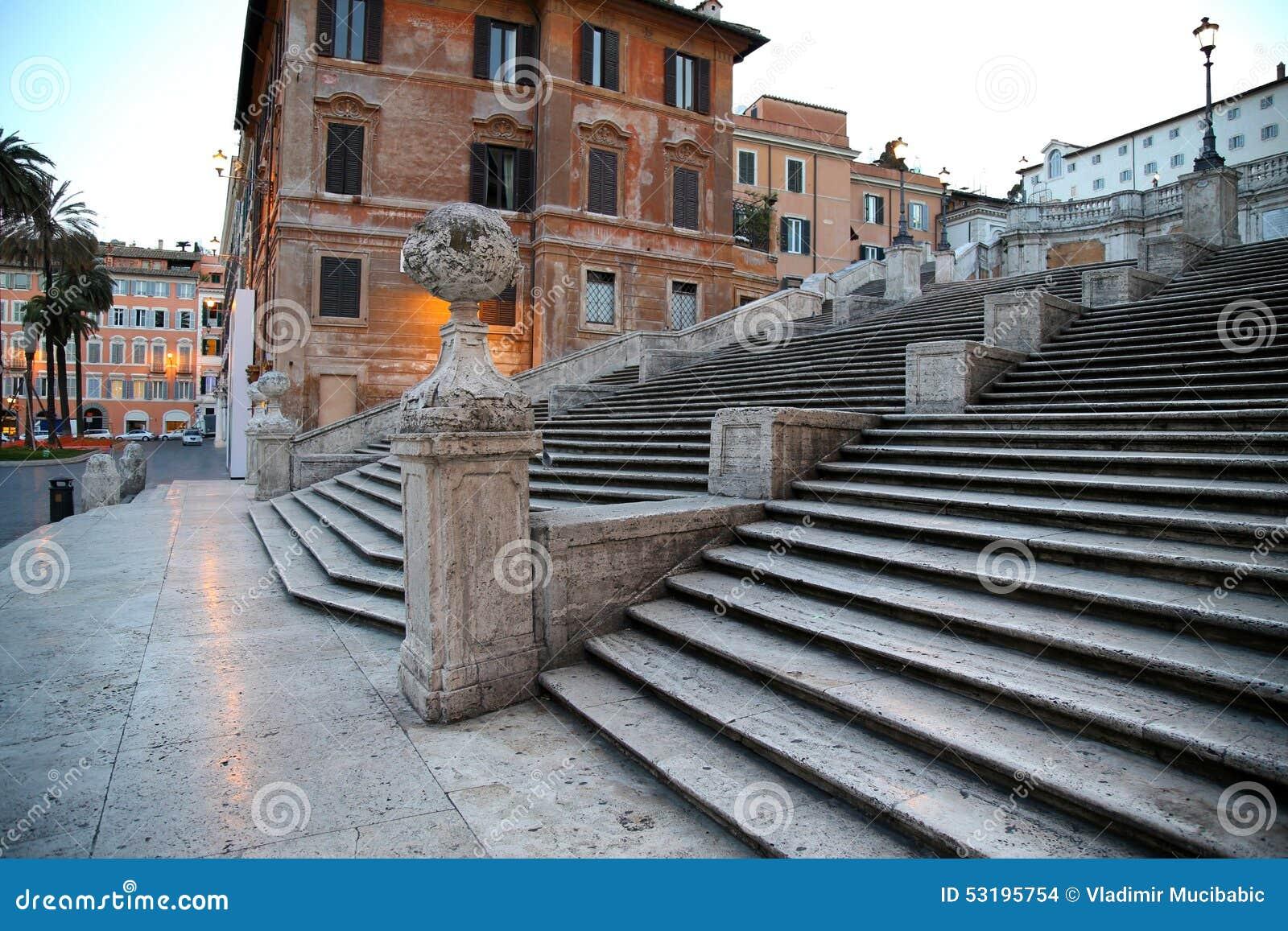 Cuadrado español con pasos españoles en Roma Italia