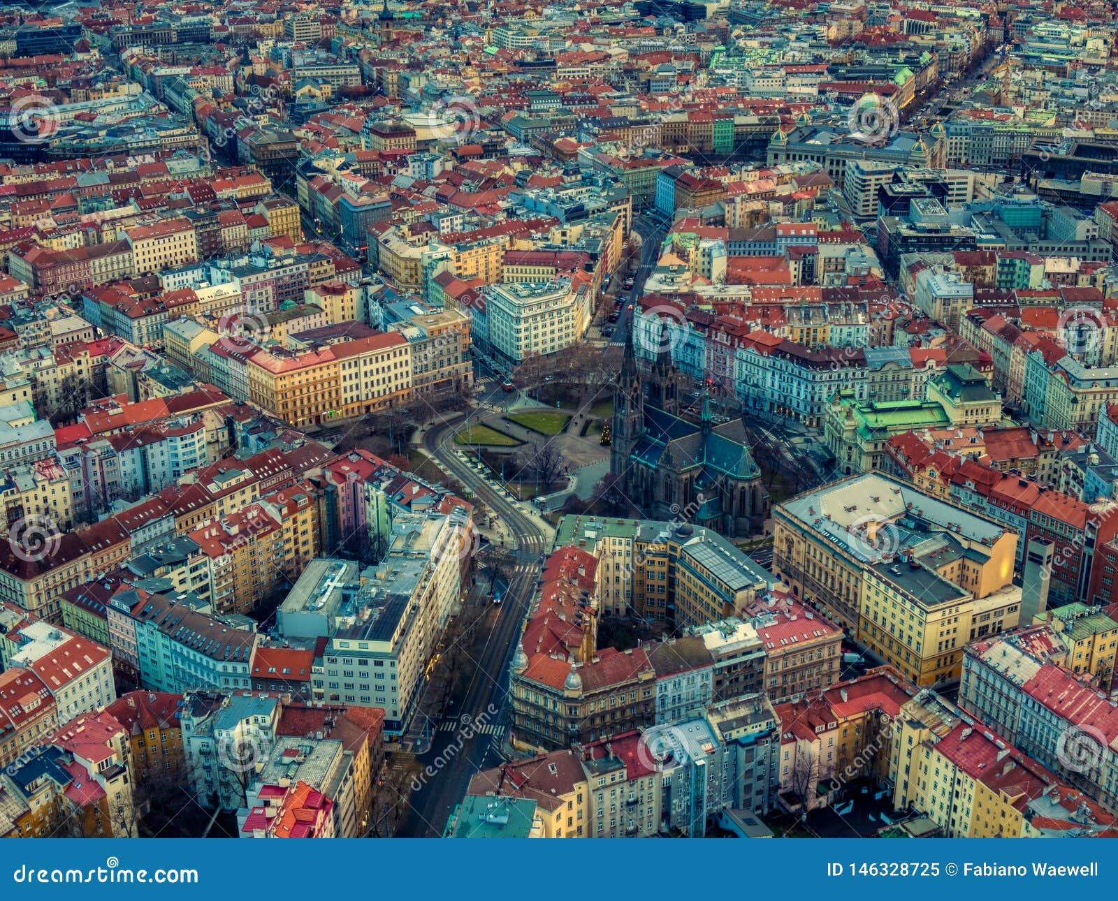 Cuadrado Praga checo de la paz de la mosca del abejón de Namesti Miru