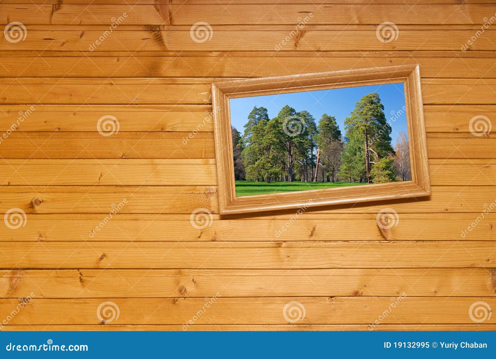 Cuadro inclinado en la pared de madera foto de archivo - Cuadro para pared ...