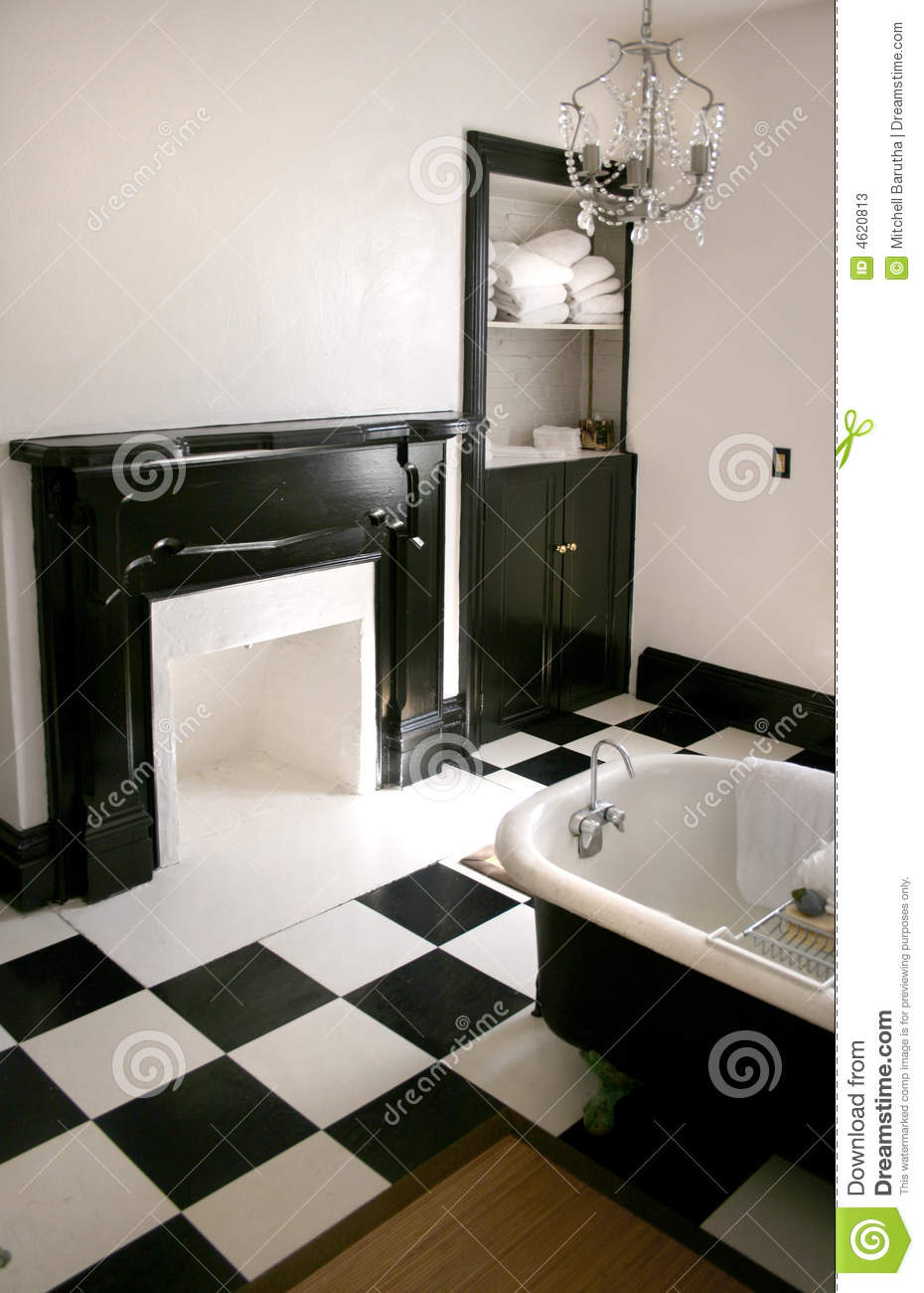 Cuartos De Baño Con Tina:Black and White Bathroom with Claw Foot Tub