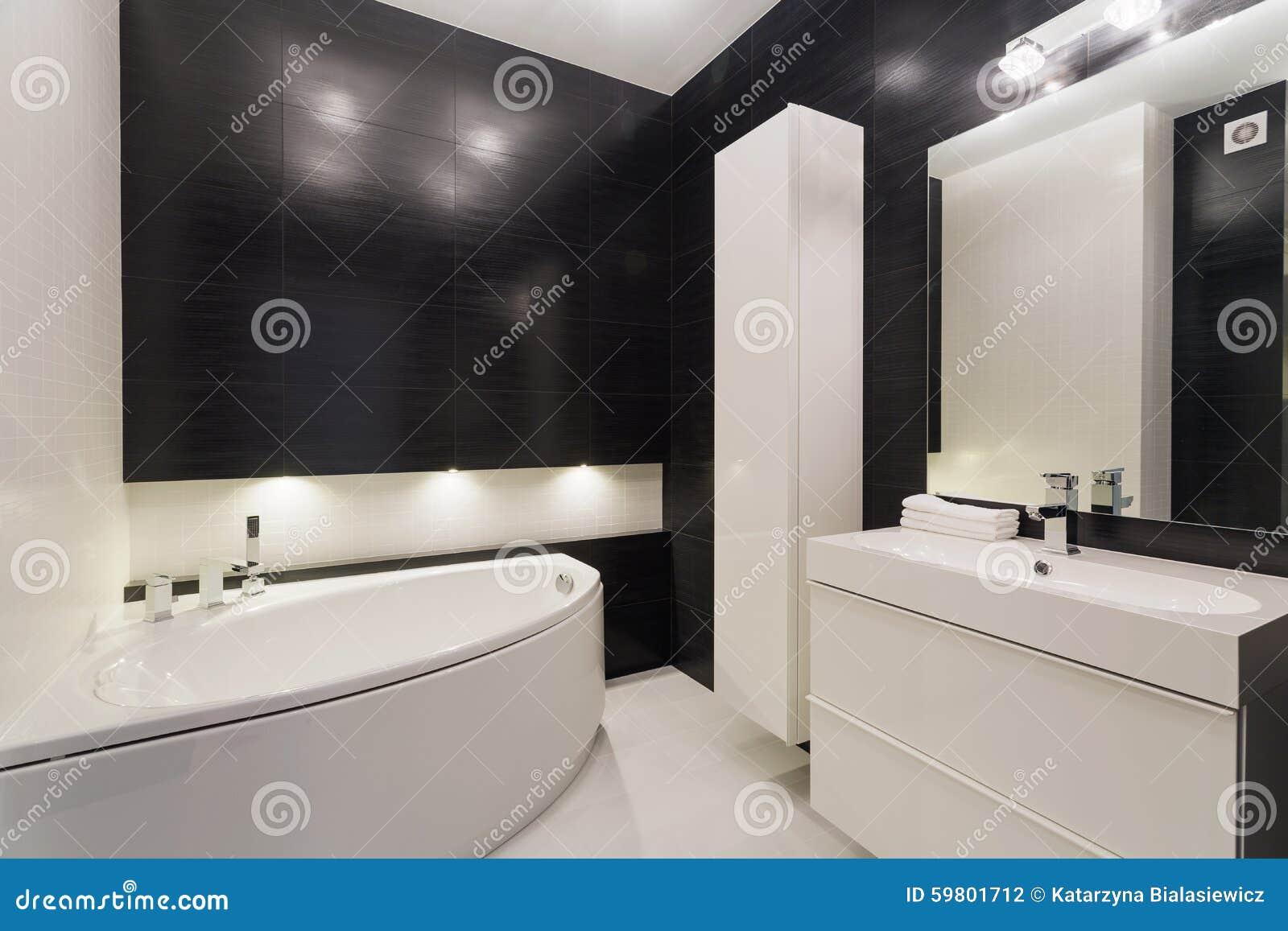 Cuarto De Baño Blanco Y Negro Lujoso Foto de archivo - Imagen de ...