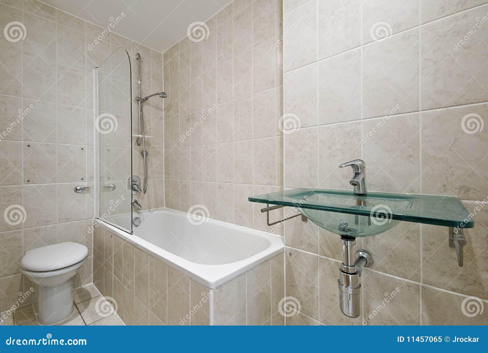 Cuarto de ba o con el suelo a los azulejos del techo imagen de archivo imagen de cristal - Azulejos suelo bano ...